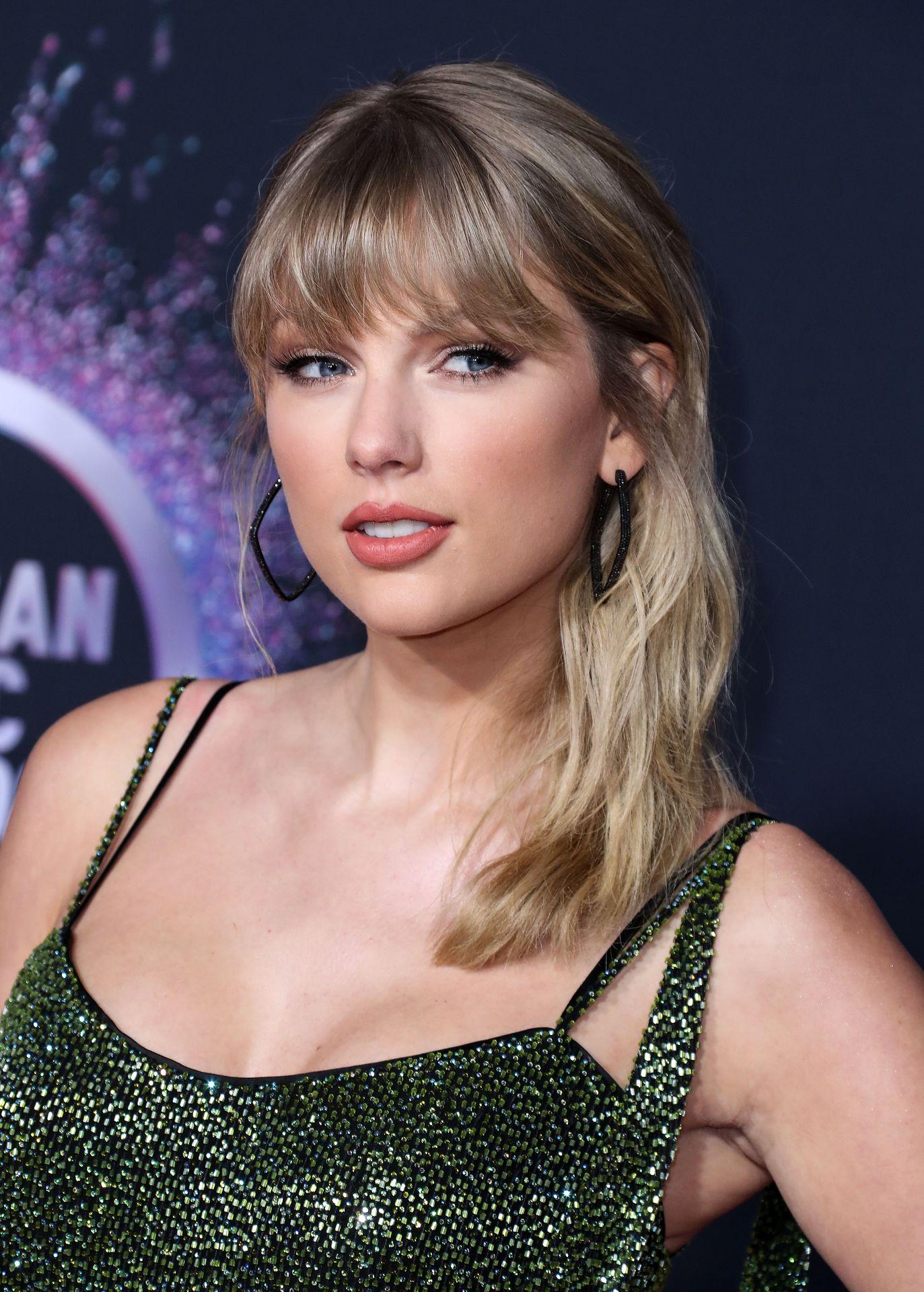 Taylor Swift Sexy 0093