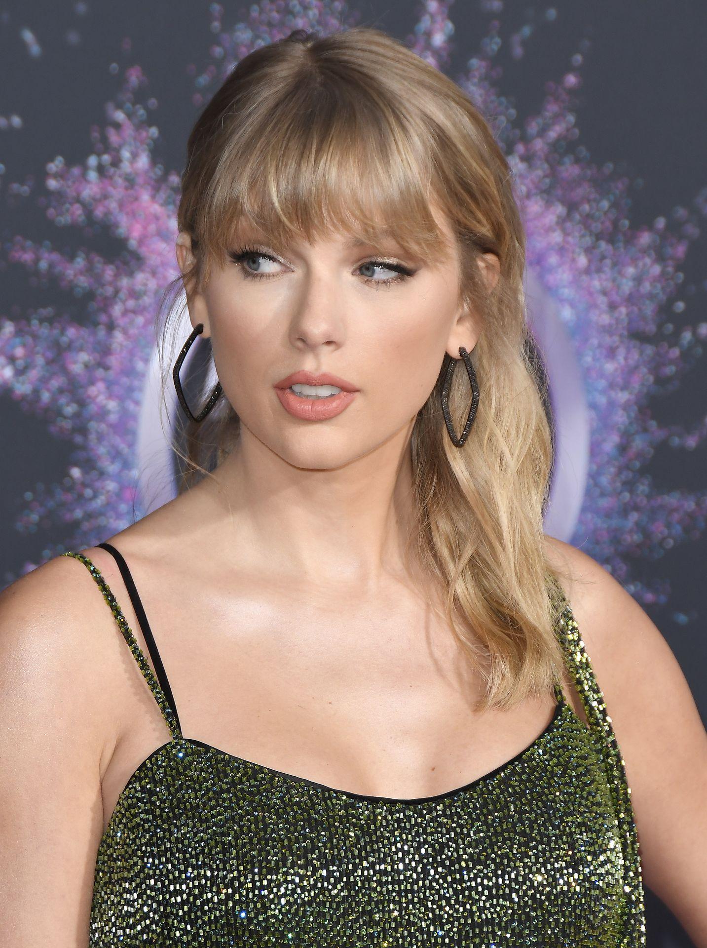 Taylor Swift Sexy 0096