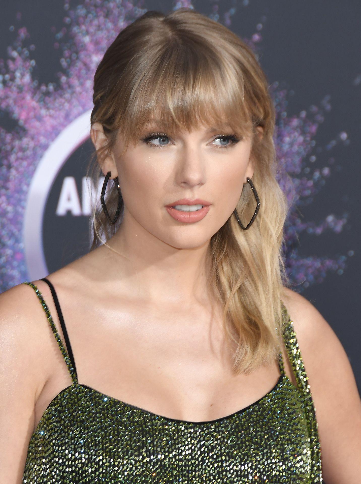 Taylor Swift Sexy 0097