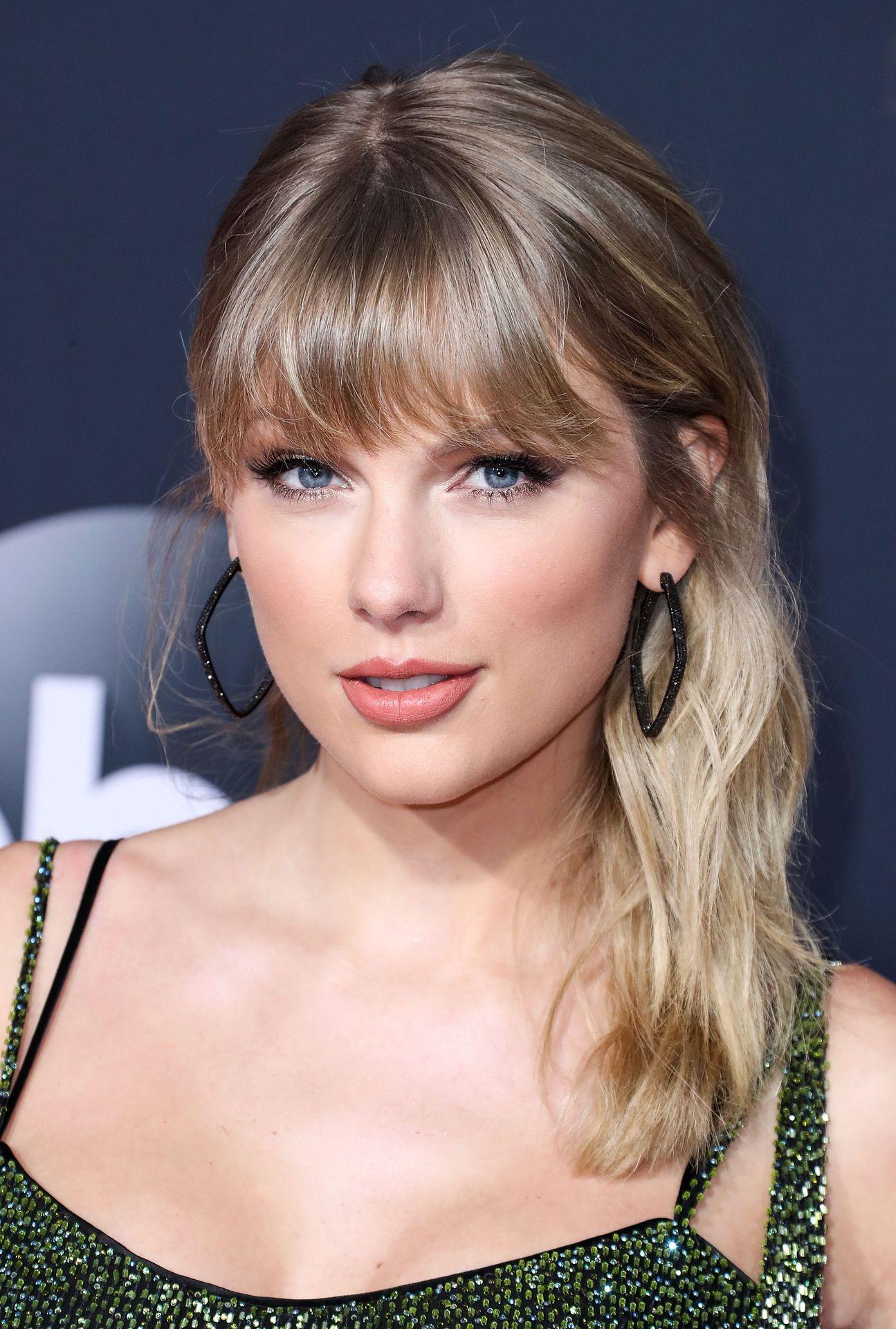 Taylor Swift Sexy 0102