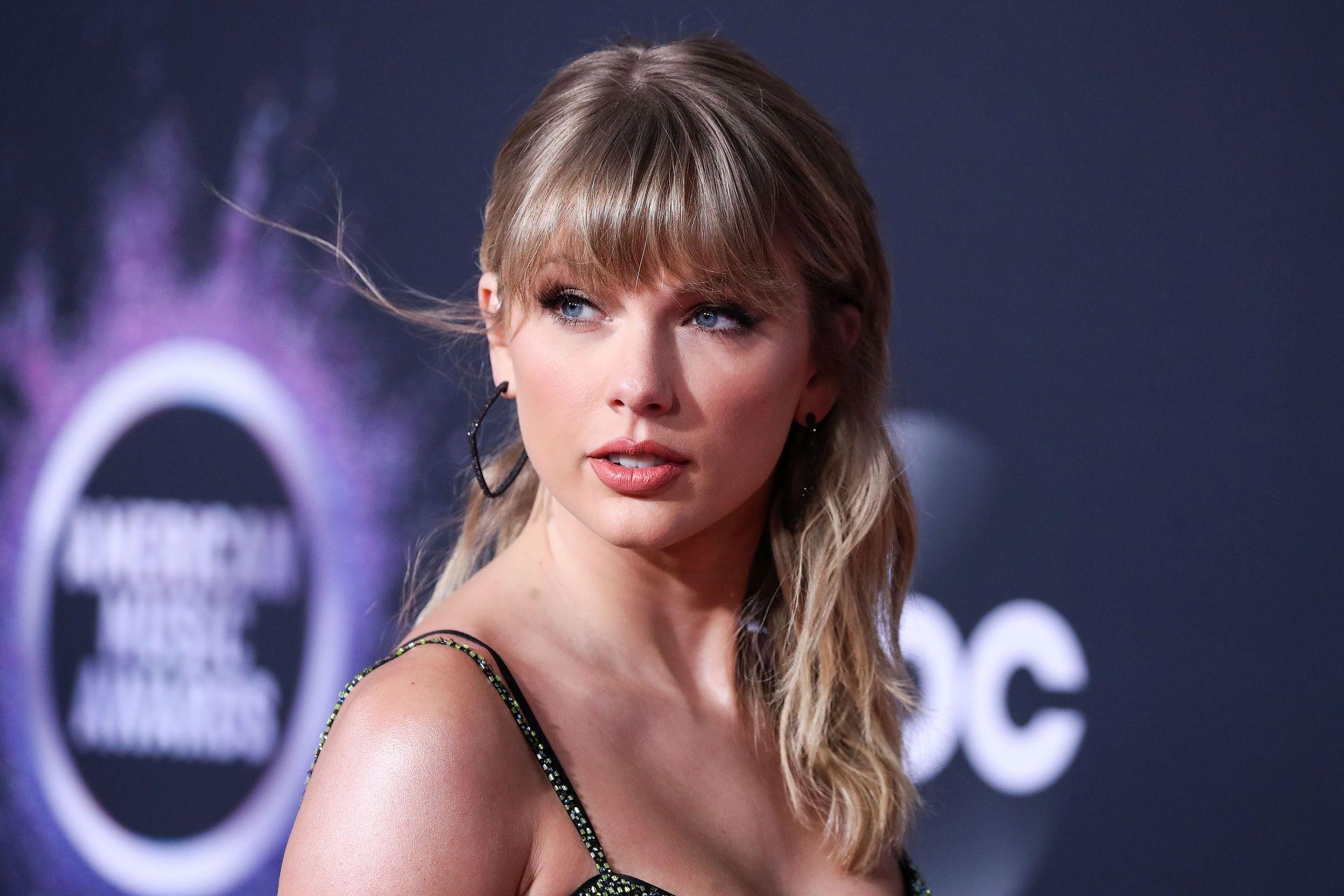 Taylor Swift Sexy 0104