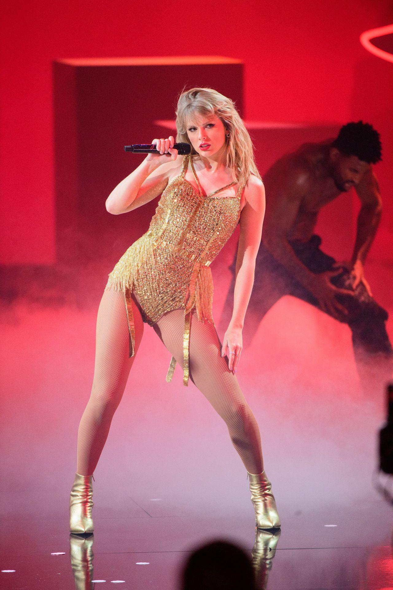 Taylor Swift Sexy 0106