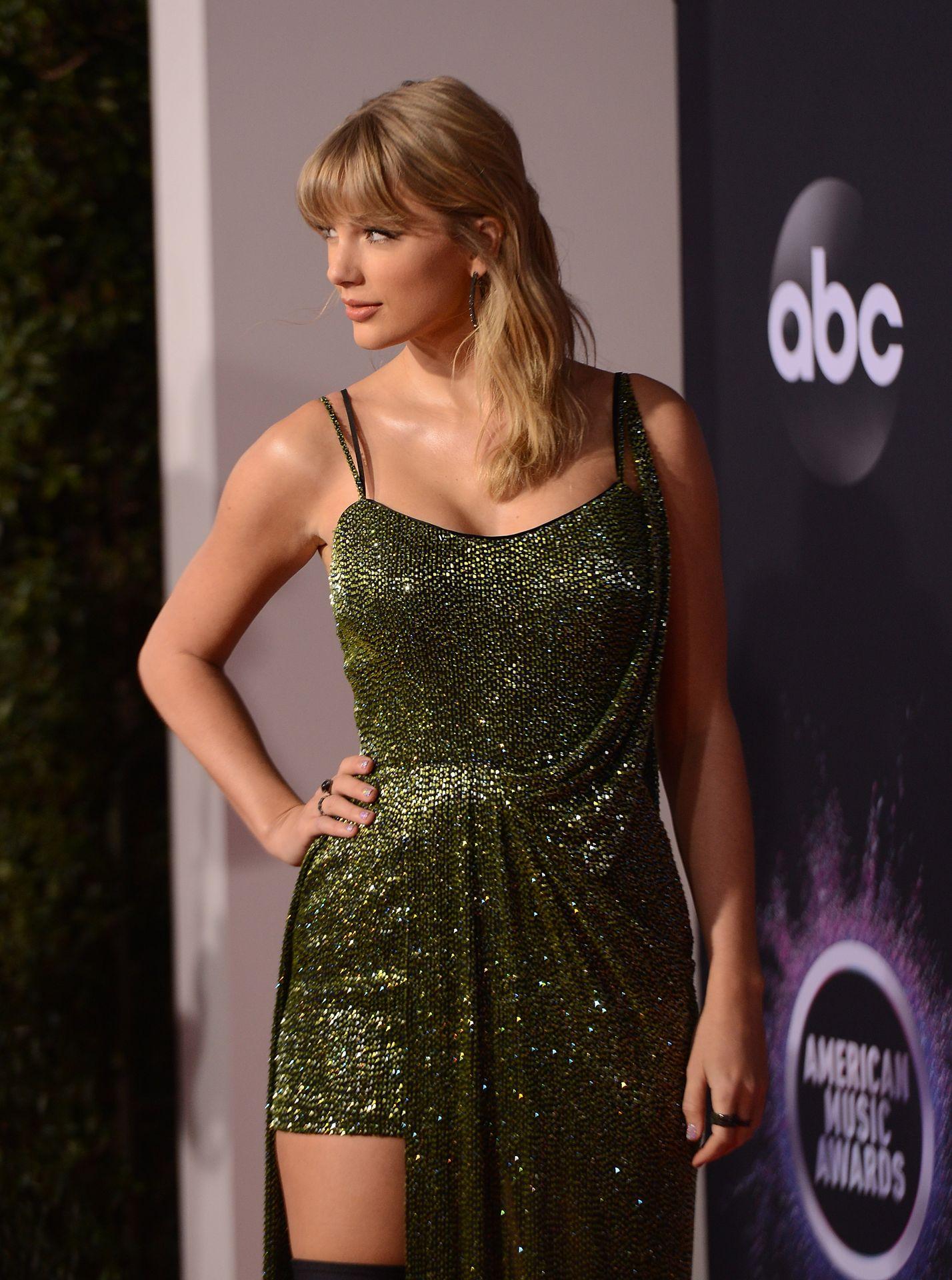 Taylor Swift Sexy 0107