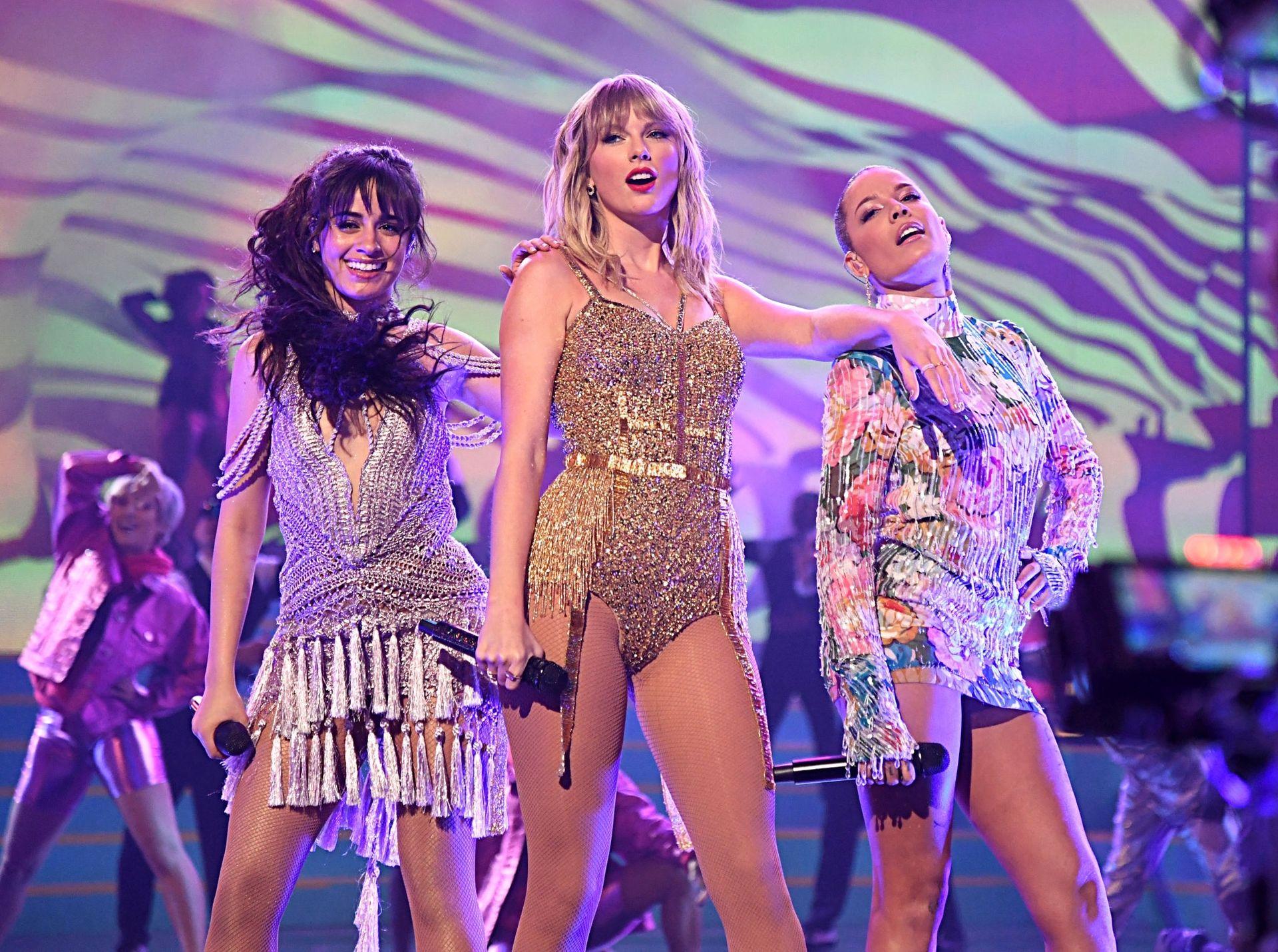 Taylor Swift Sexy 0108
