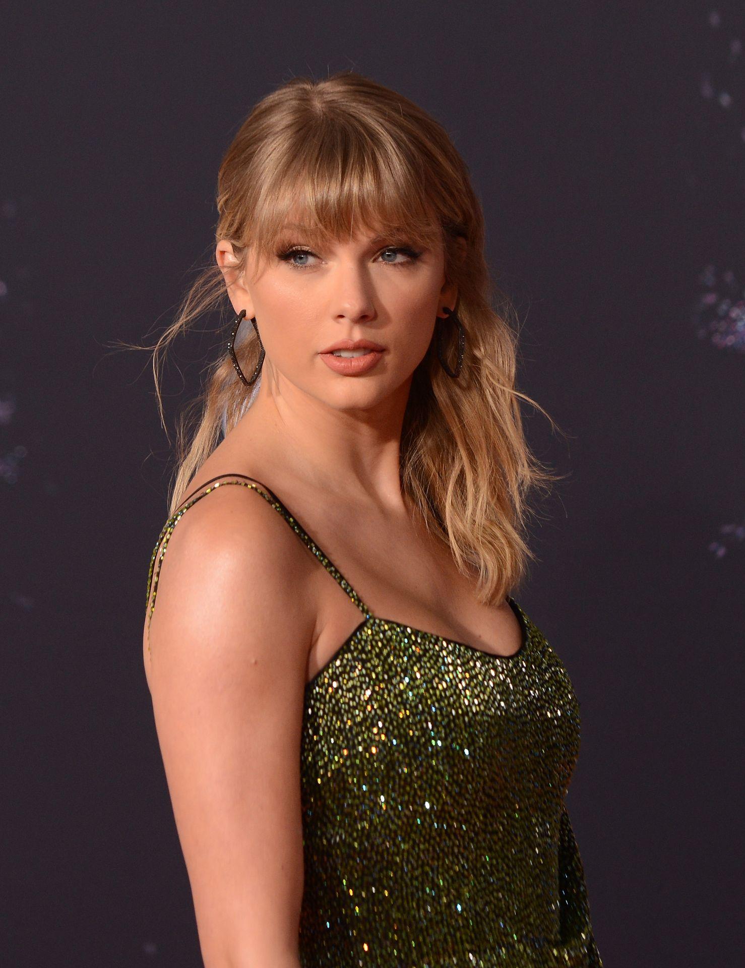 Taylor Swift Sexy 0109