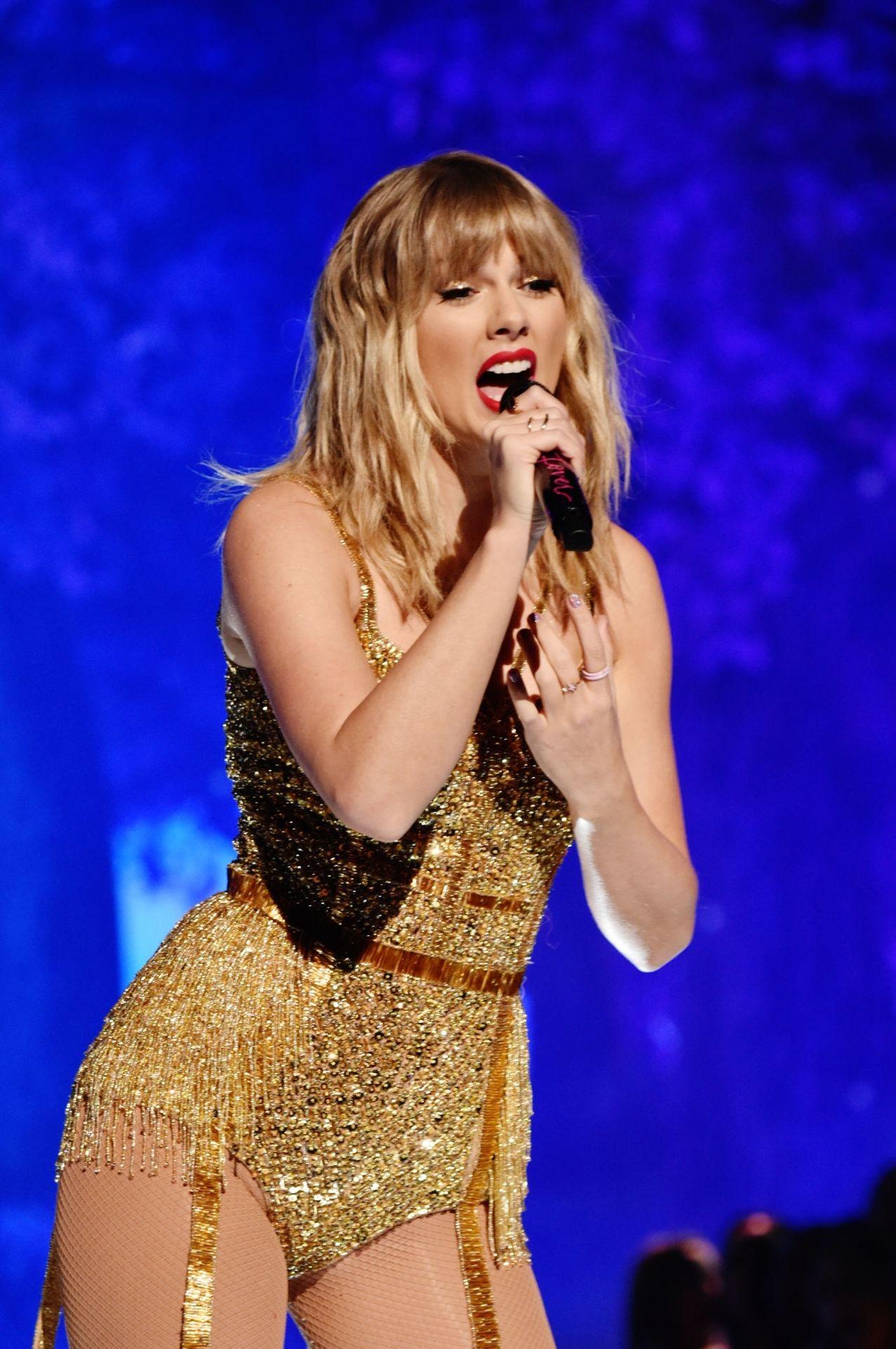 Taylor Swift Sexy 0112