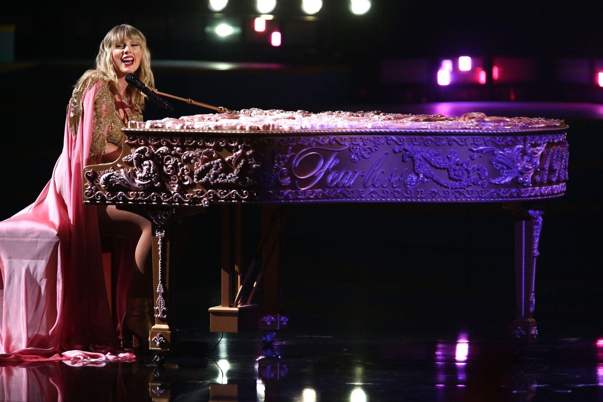 Taylor Swift Sexy 0120