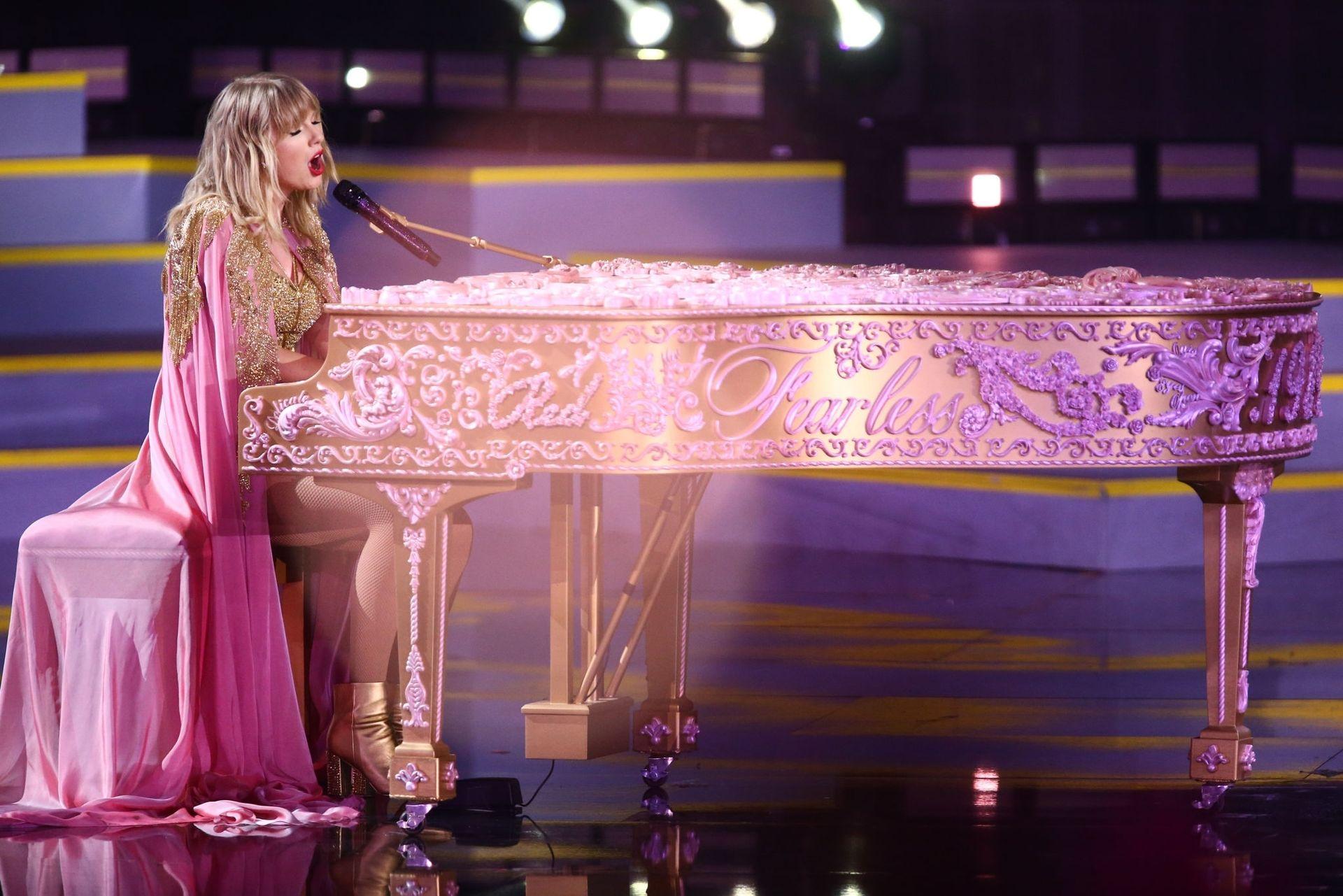 Taylor Swift Sexy 0123