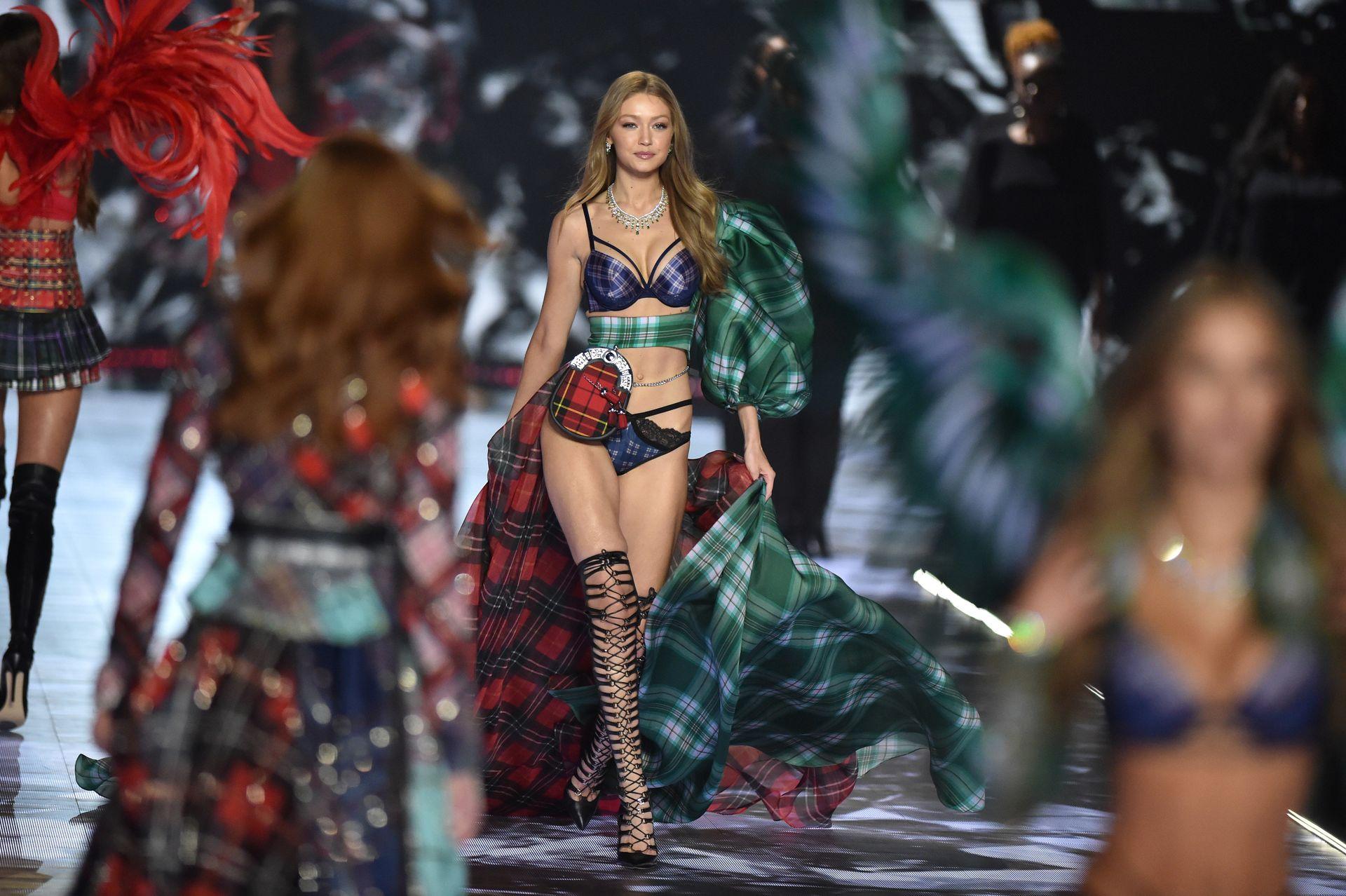 Victoria's Secret Cancels Must See Fashion Show 0010
