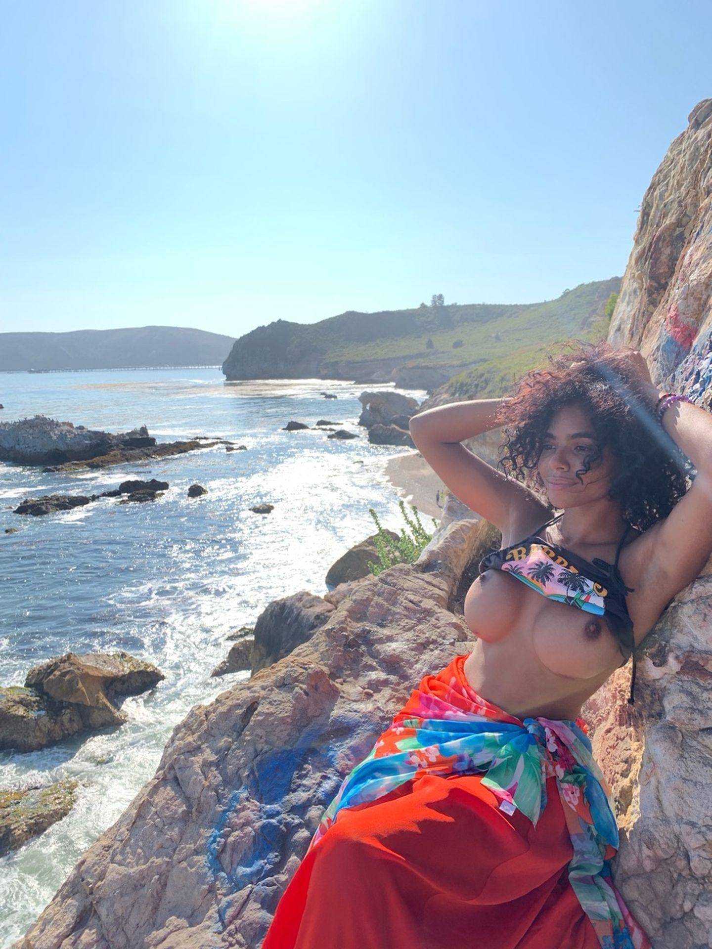 Helayna Marie Nude & Sexy 0043