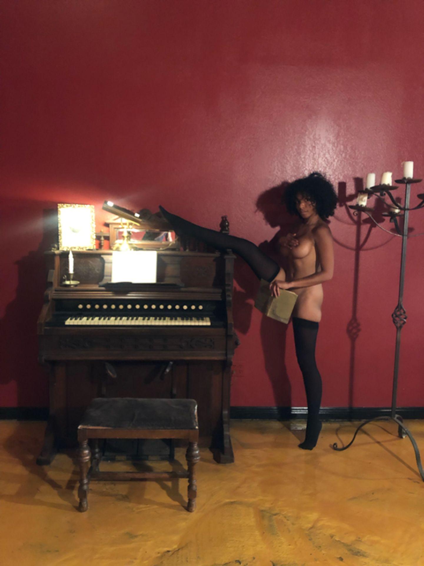 Helayna Marie Nude & Sexy 0093