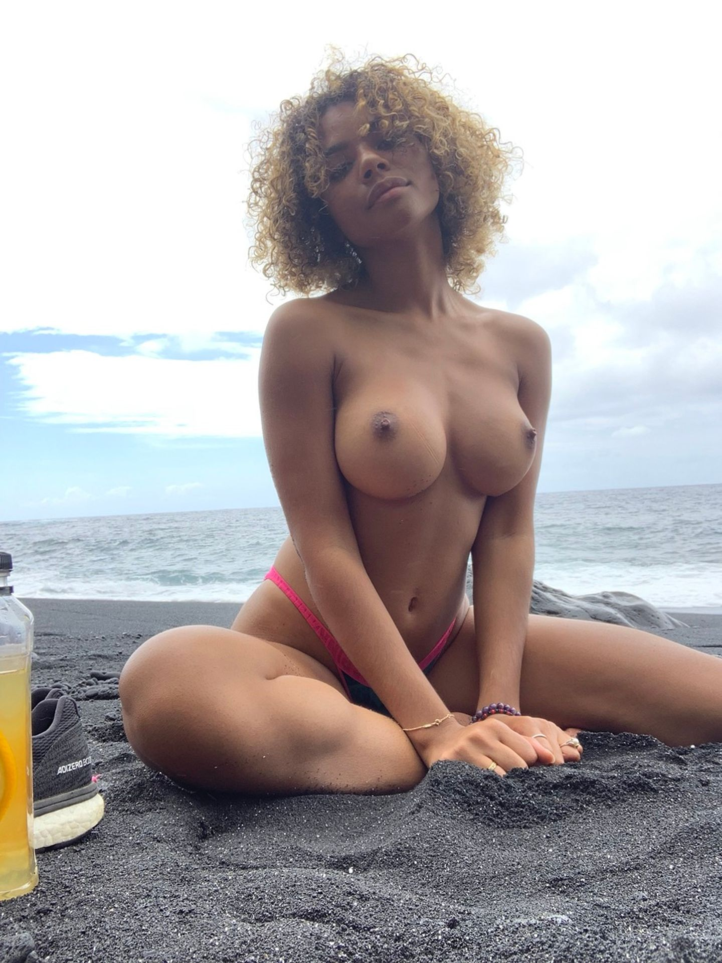Nude marie Evette Marie