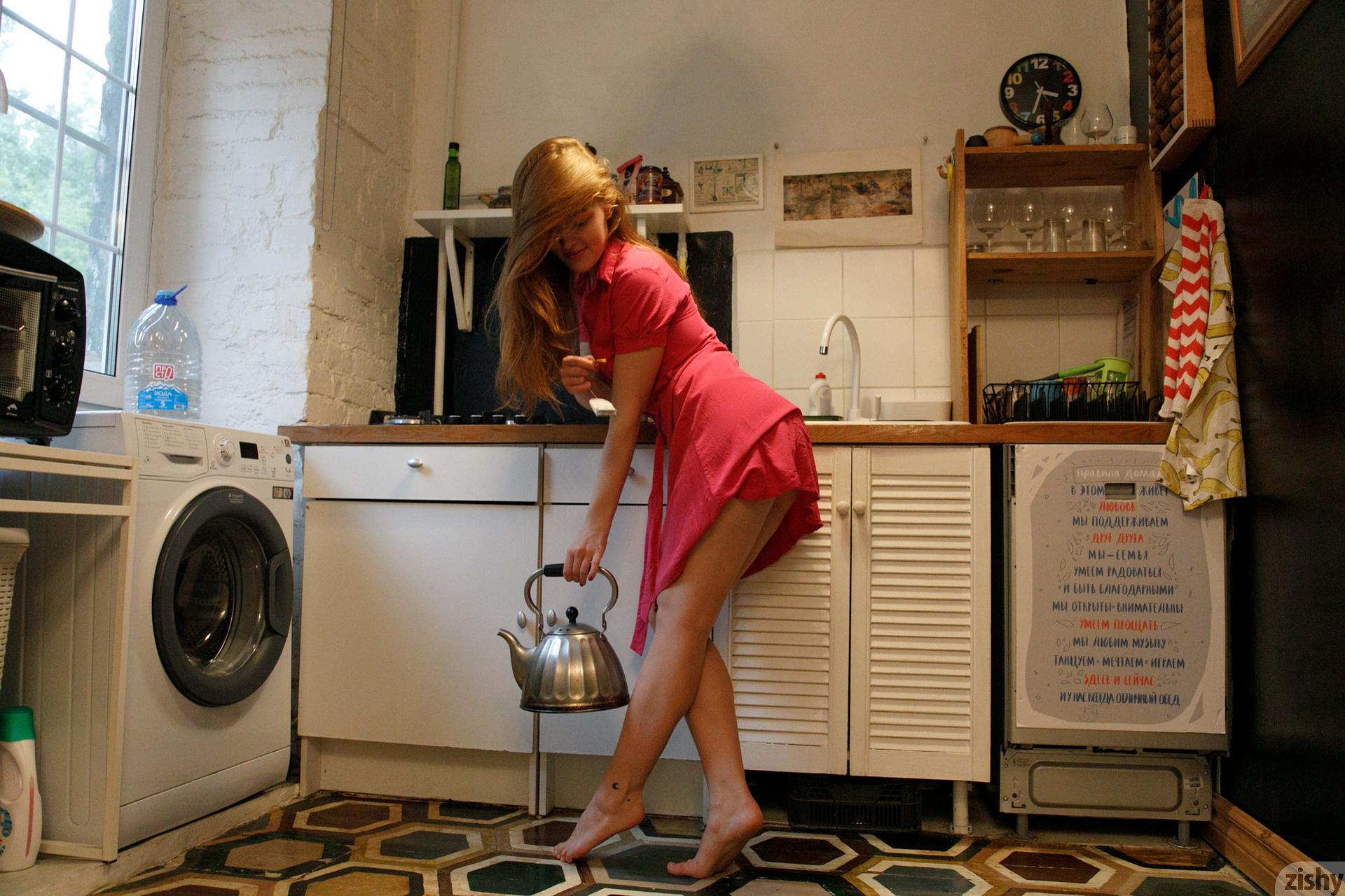 Jia Lissa Russians Love Tea Zishy (2)