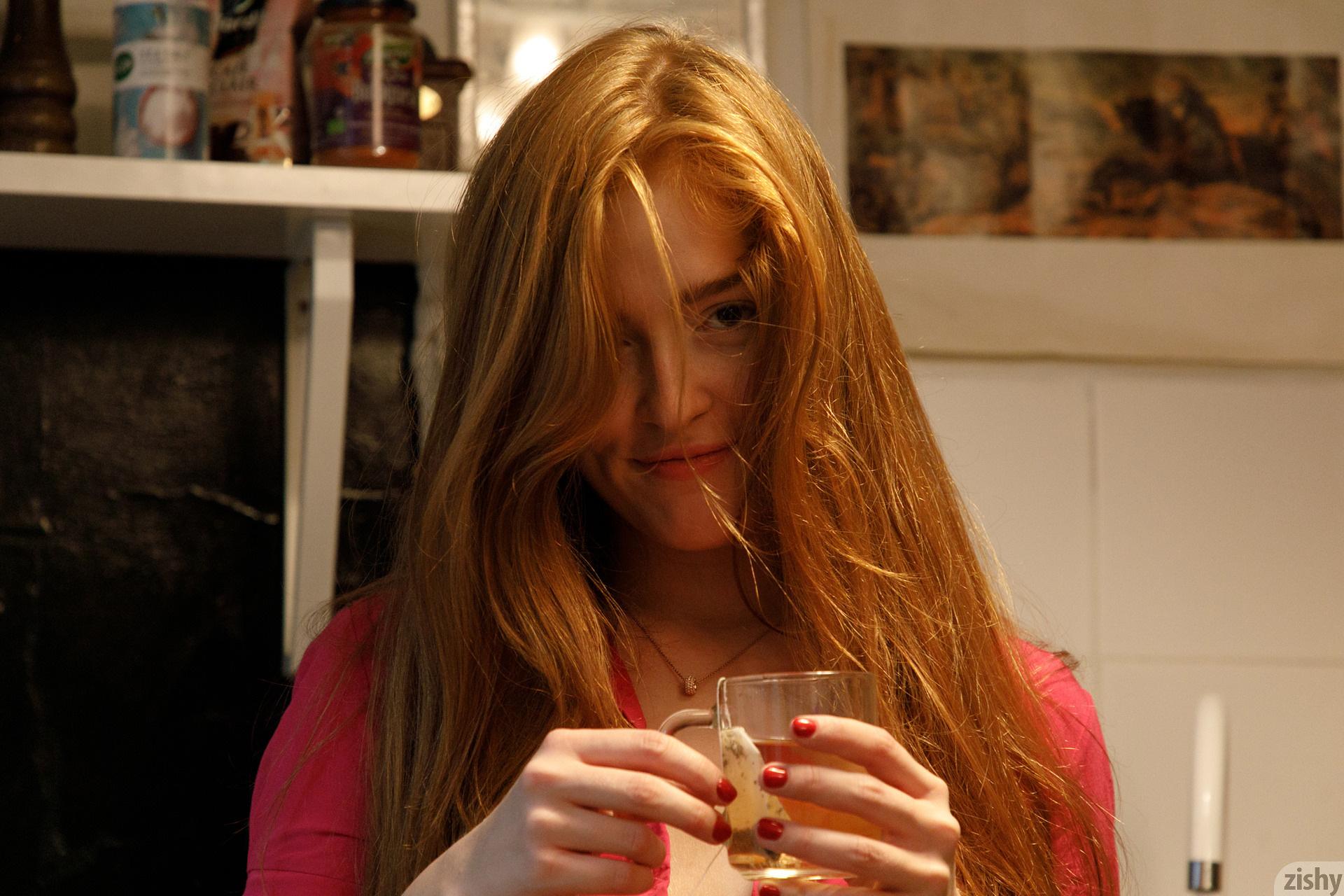Jia Lissa Russians Love Tea Zishy (11)