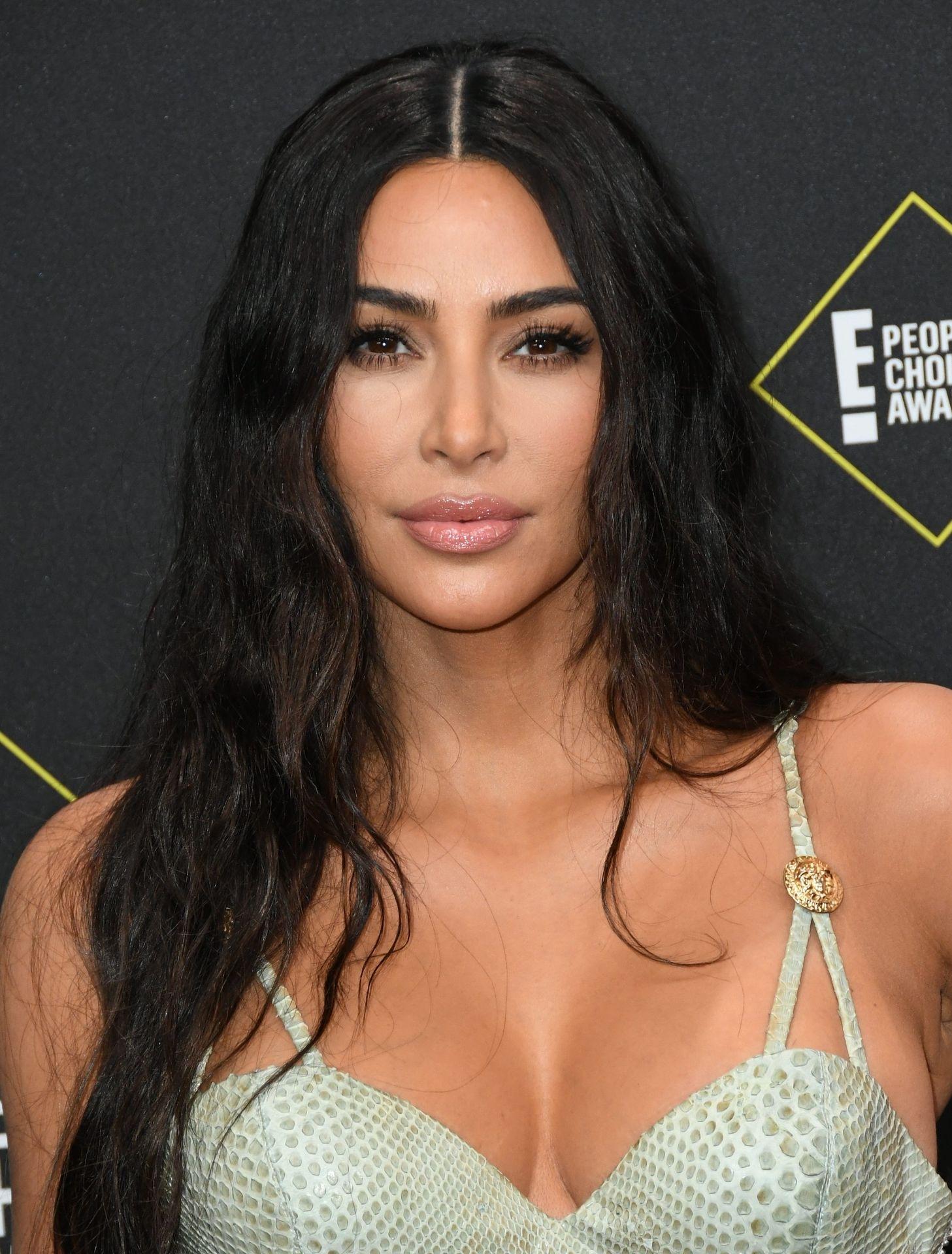 Kim Kardashian Sexy 011