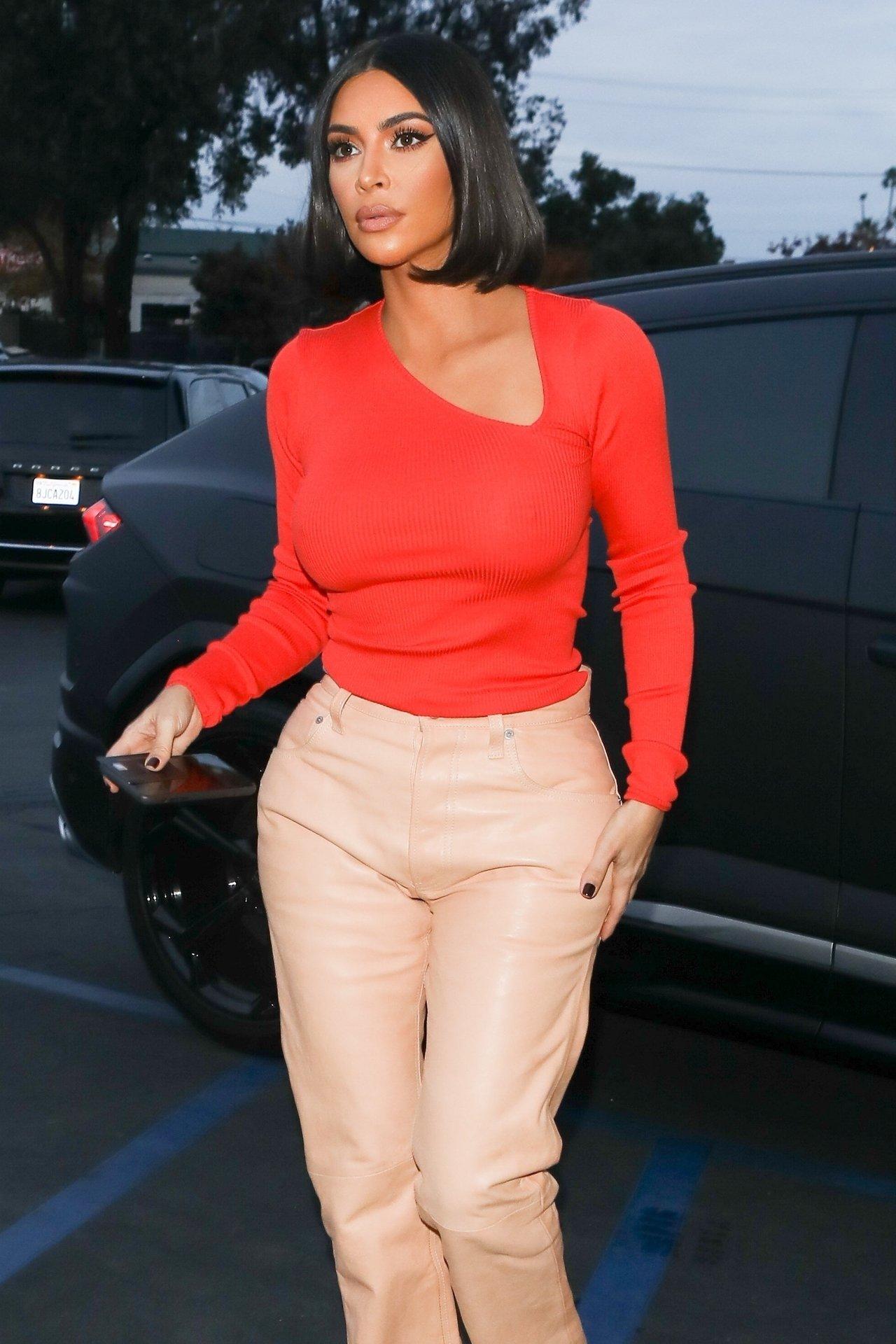 Kim Kardashian Braless 0002