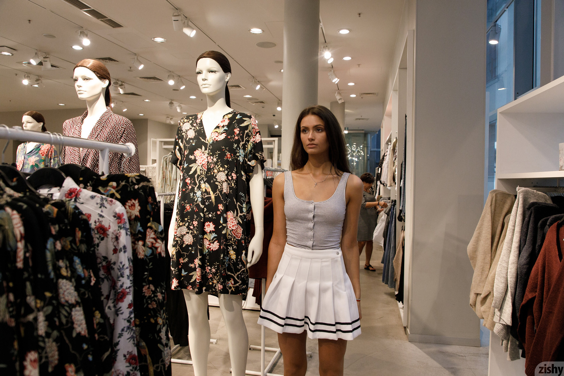 Shyla Volbeck Shopping With The Devil Zishy (16)