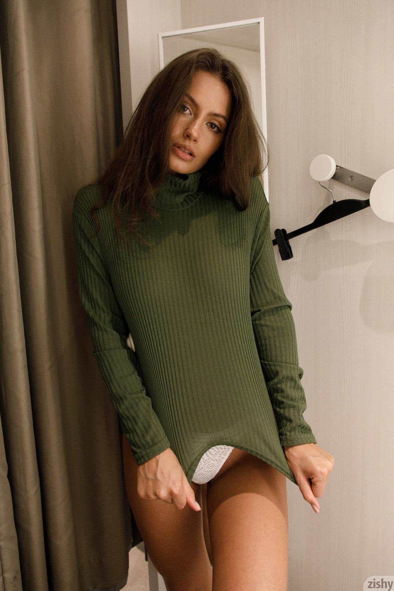 Shyla Volbeck Shopping With The Devil Zishy (36)