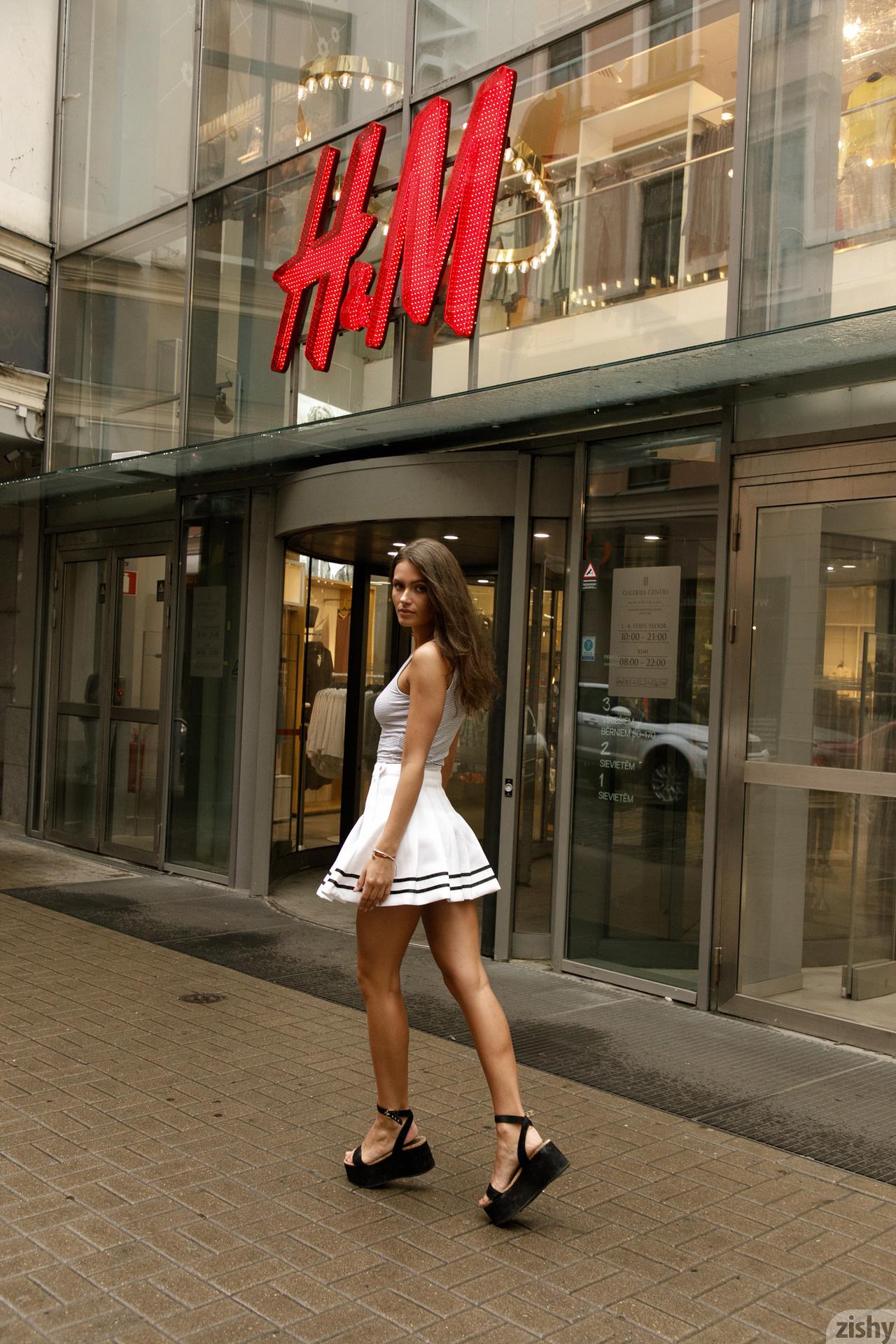 Shyla Volbeck Shopping With The Devil Zishy (4)