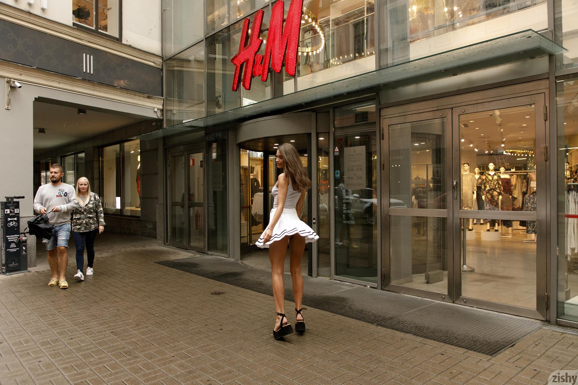 Shyla Volbeck Shopping With The Devil Zishy (5)