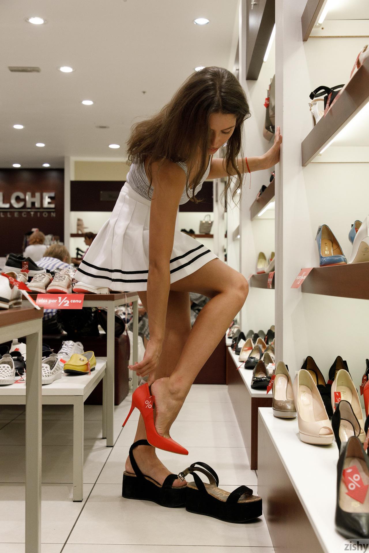 Shyla Volbeck Shopping With The Devil Zishy (56)