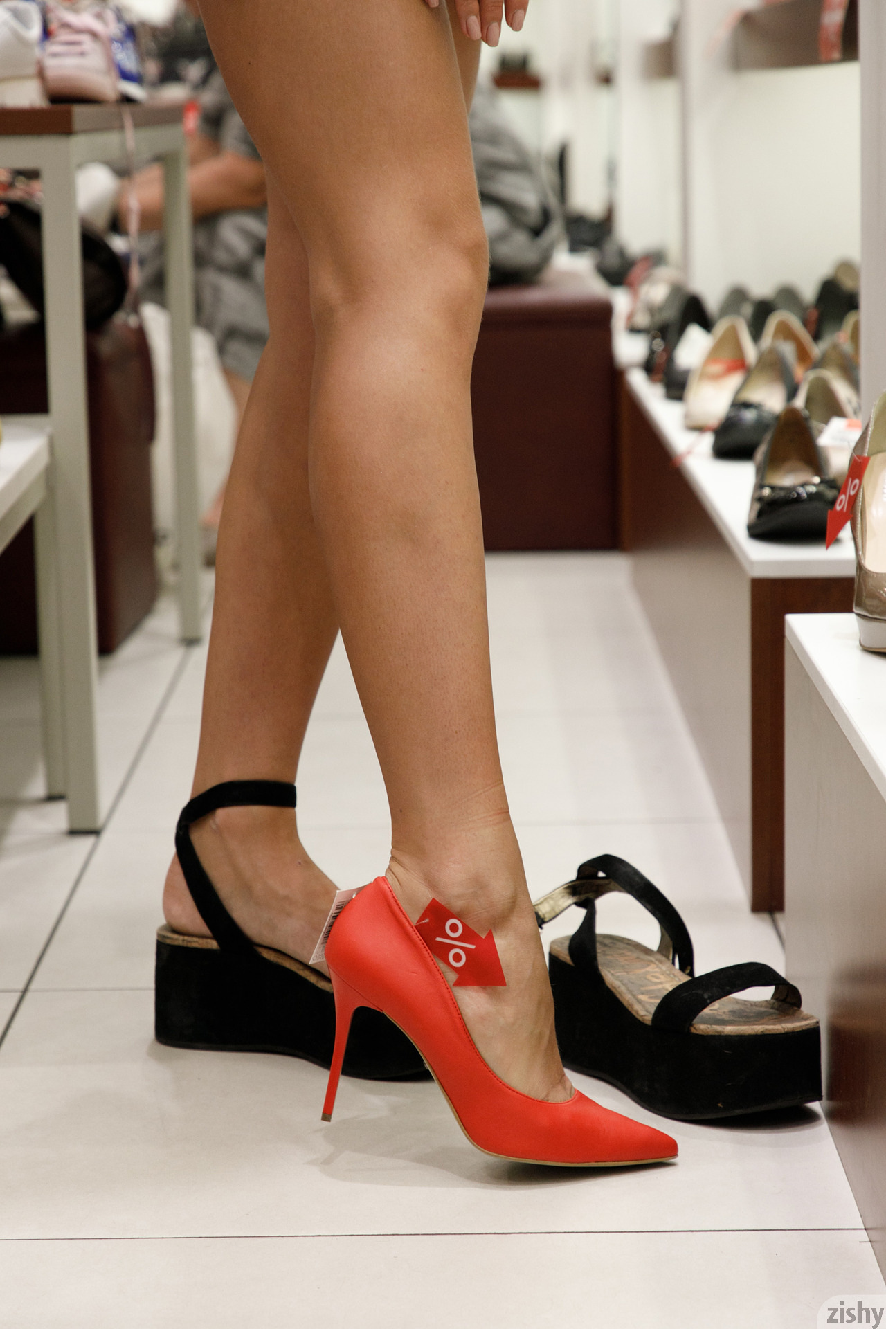 Shyla Volbeck Shopping With The Devil Zishy (57)