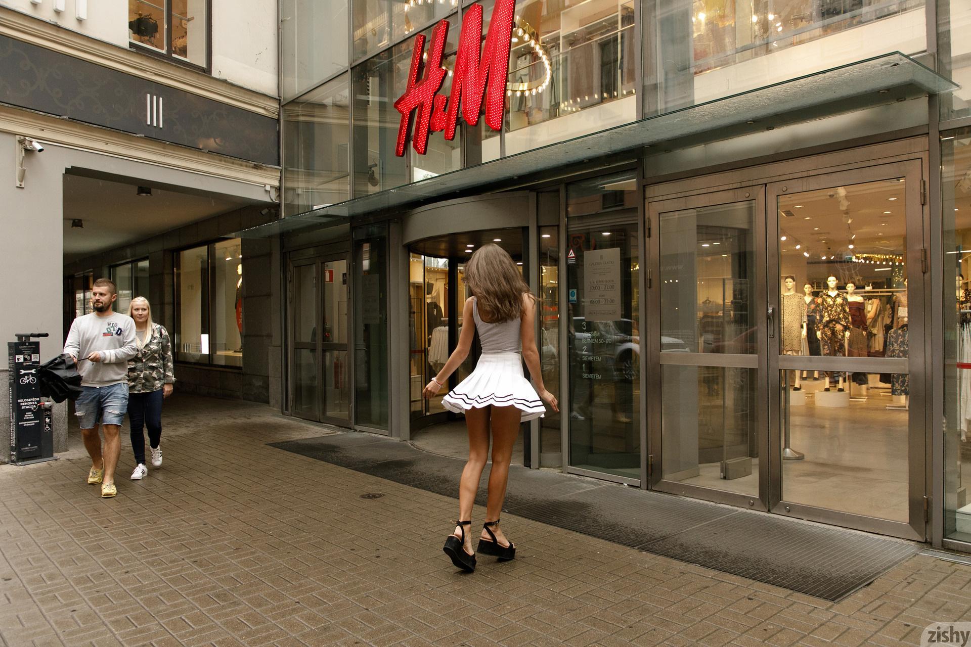 Shyla Volbeck Shopping With The Devil Zishy (6)
