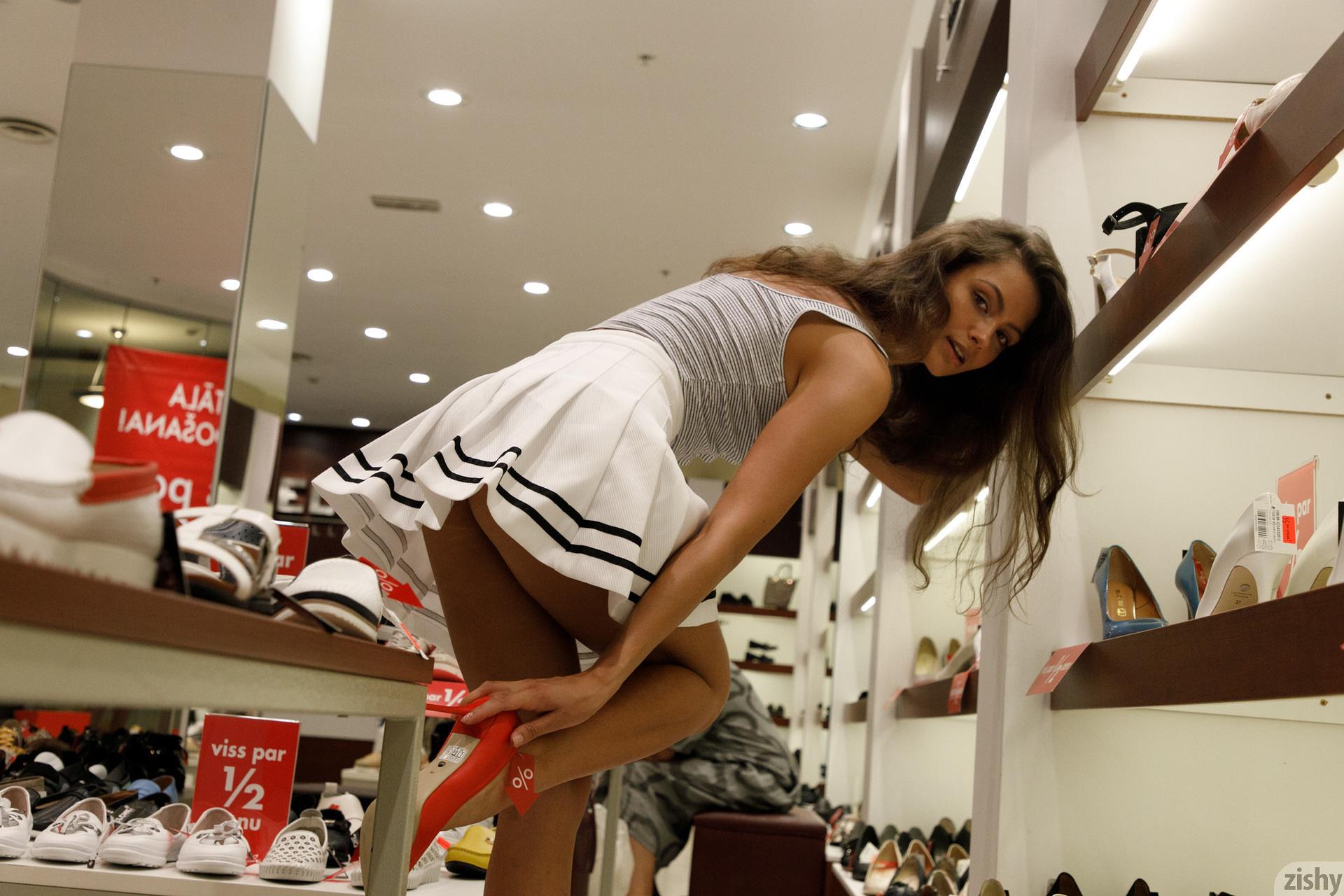 Shyla Volbeck Shopping With The Devil Zishy (60)