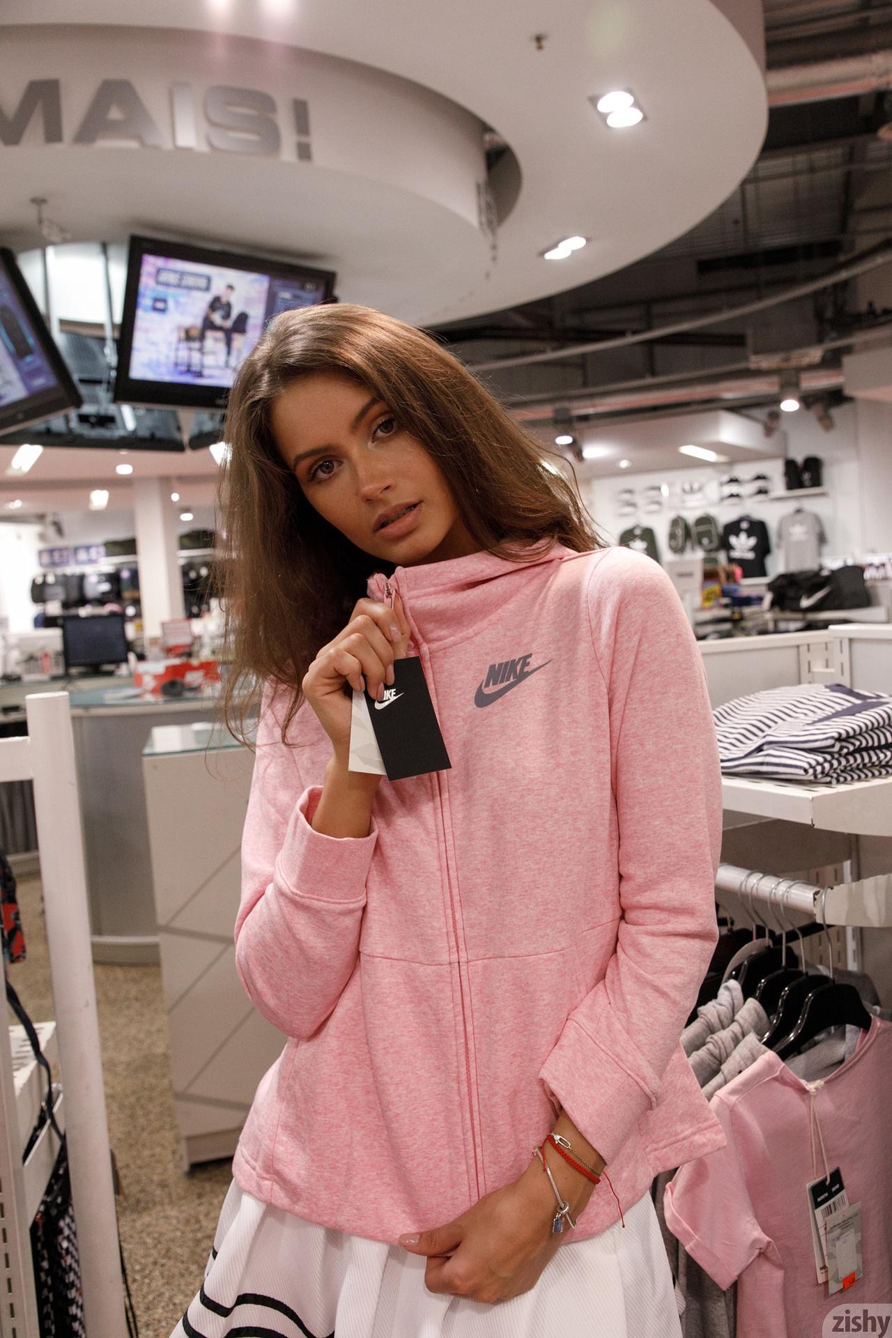 Shyla Volbeck Shopping With The Devil Zishy (67)