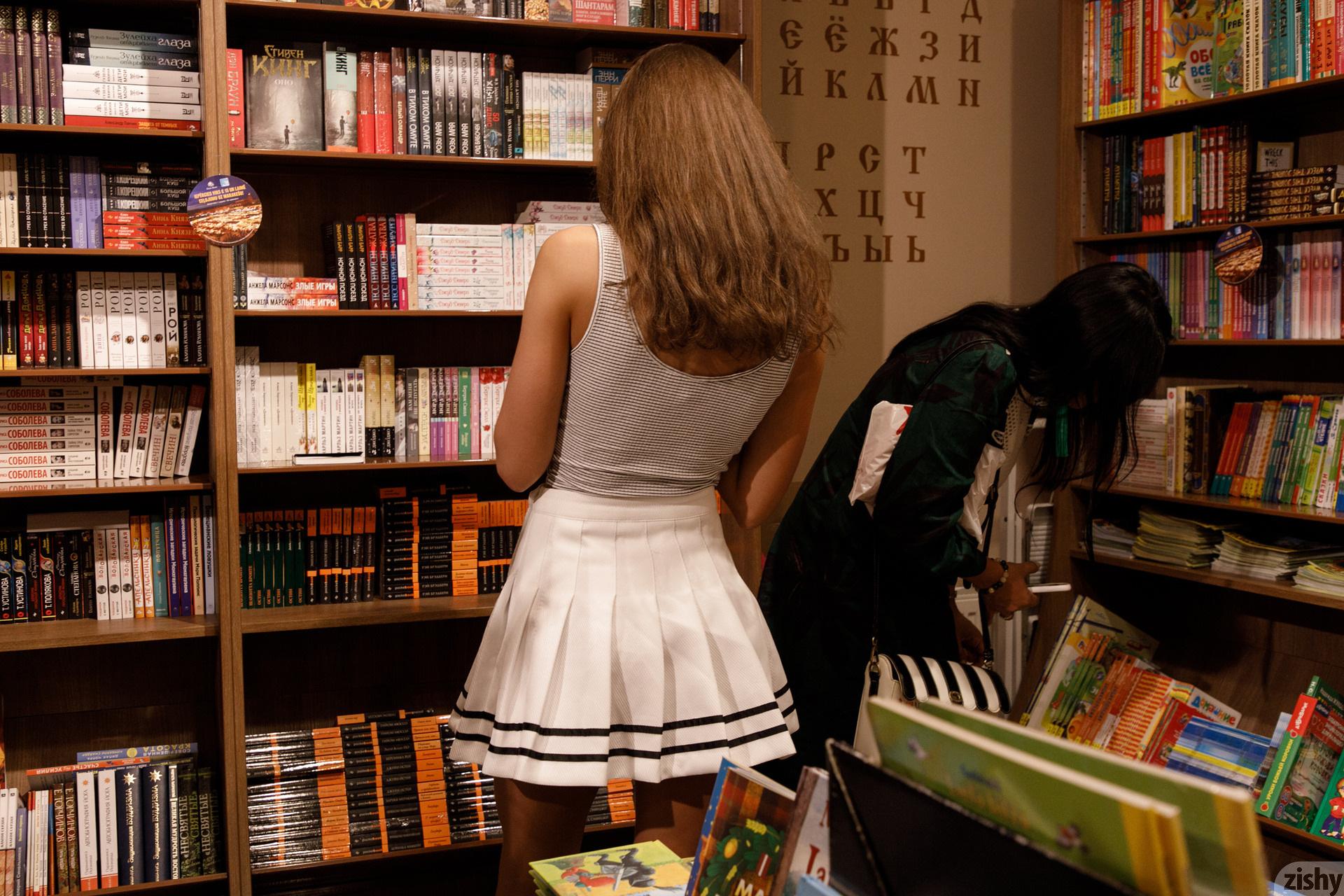 Shyla Volbeck Shopping With The Devil Zishy (80)