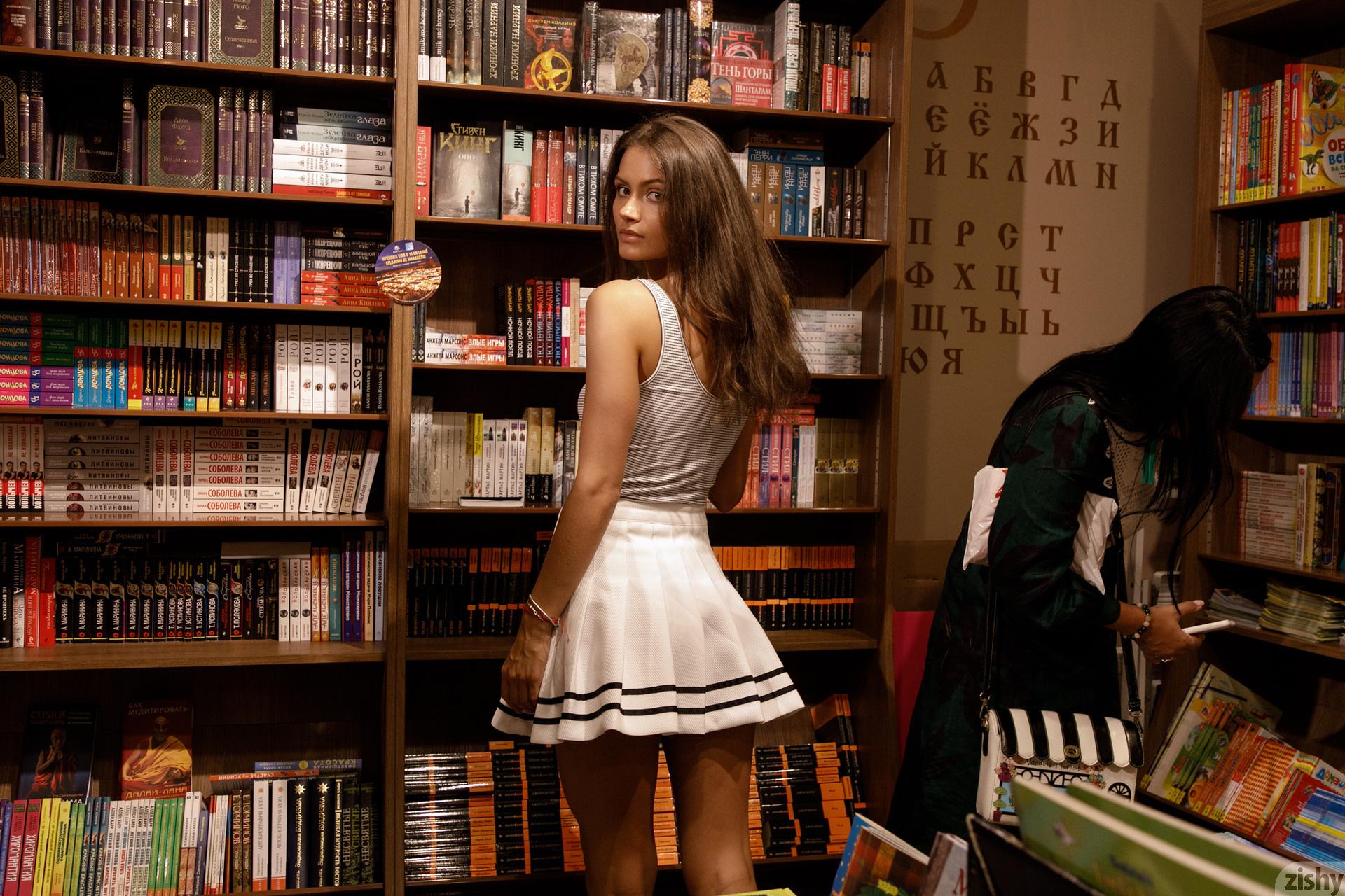 Shyla Volbeck Shopping With The Devil Zishy (81)