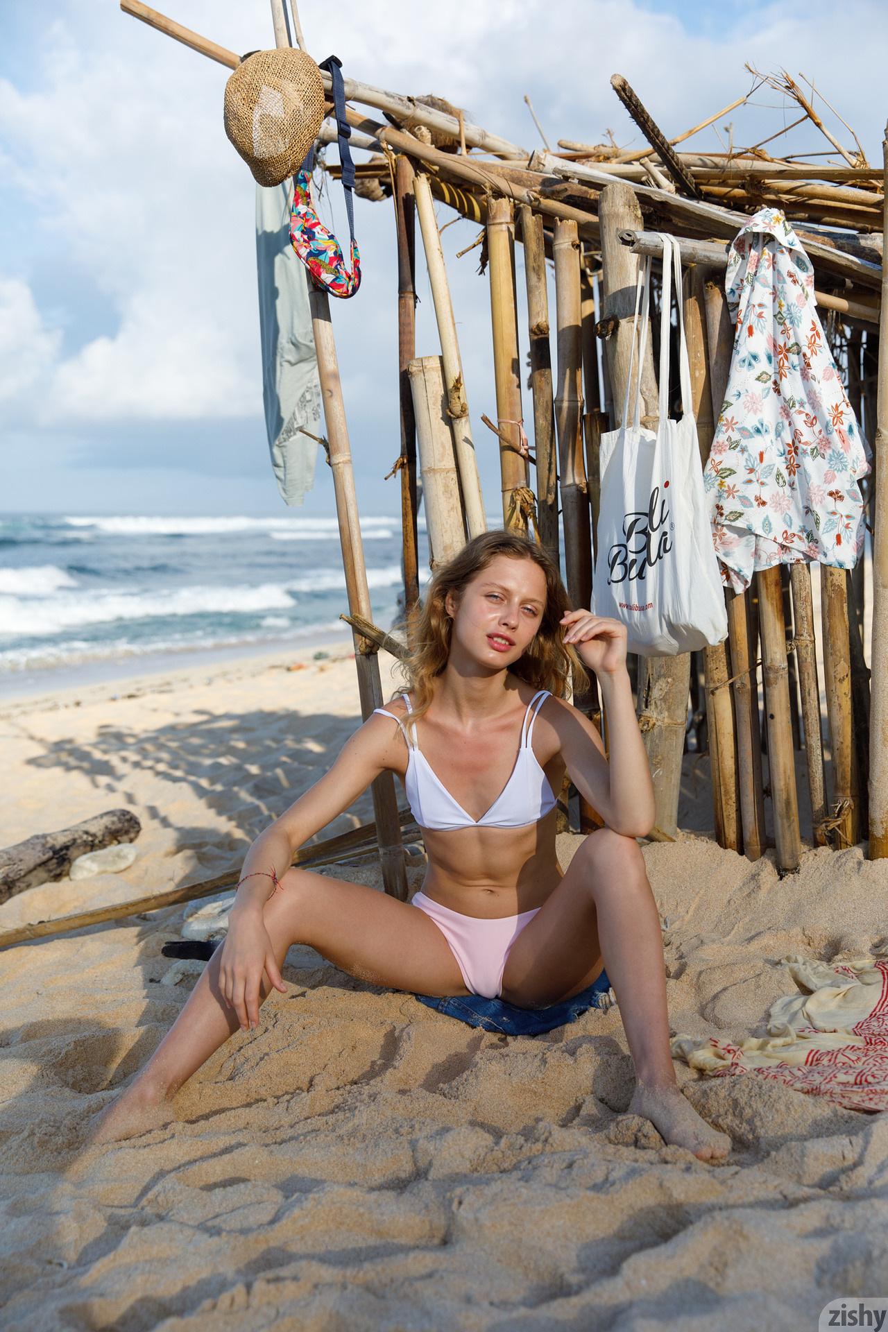 Sonia Clarice On Trashy Beach Zishy (3)