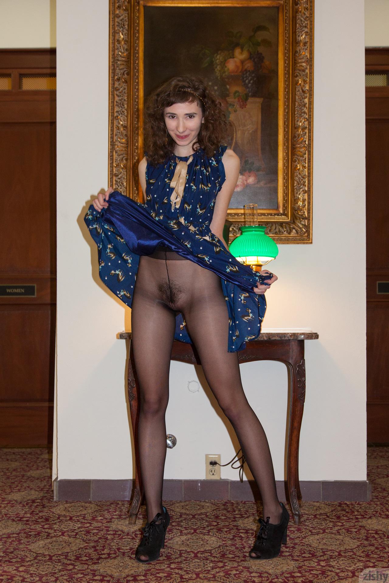 Yvette Nolot At Arizona Inn Zishy (22)