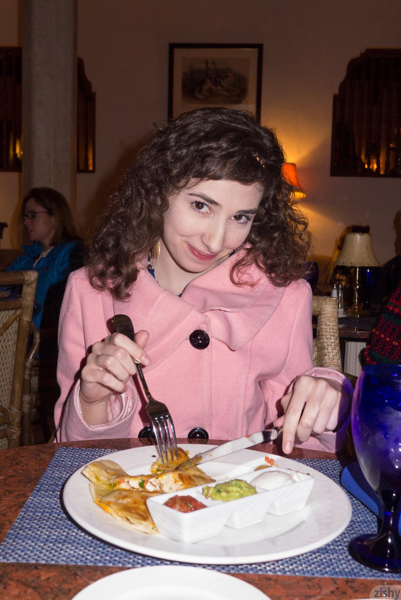 Yvette Nolot At Arizona Inn Zishy (4)