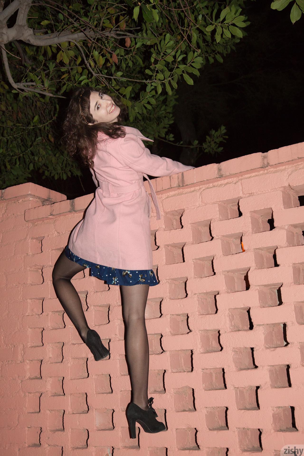 Yvette Nolot At Arizona Inn Zishy (47)