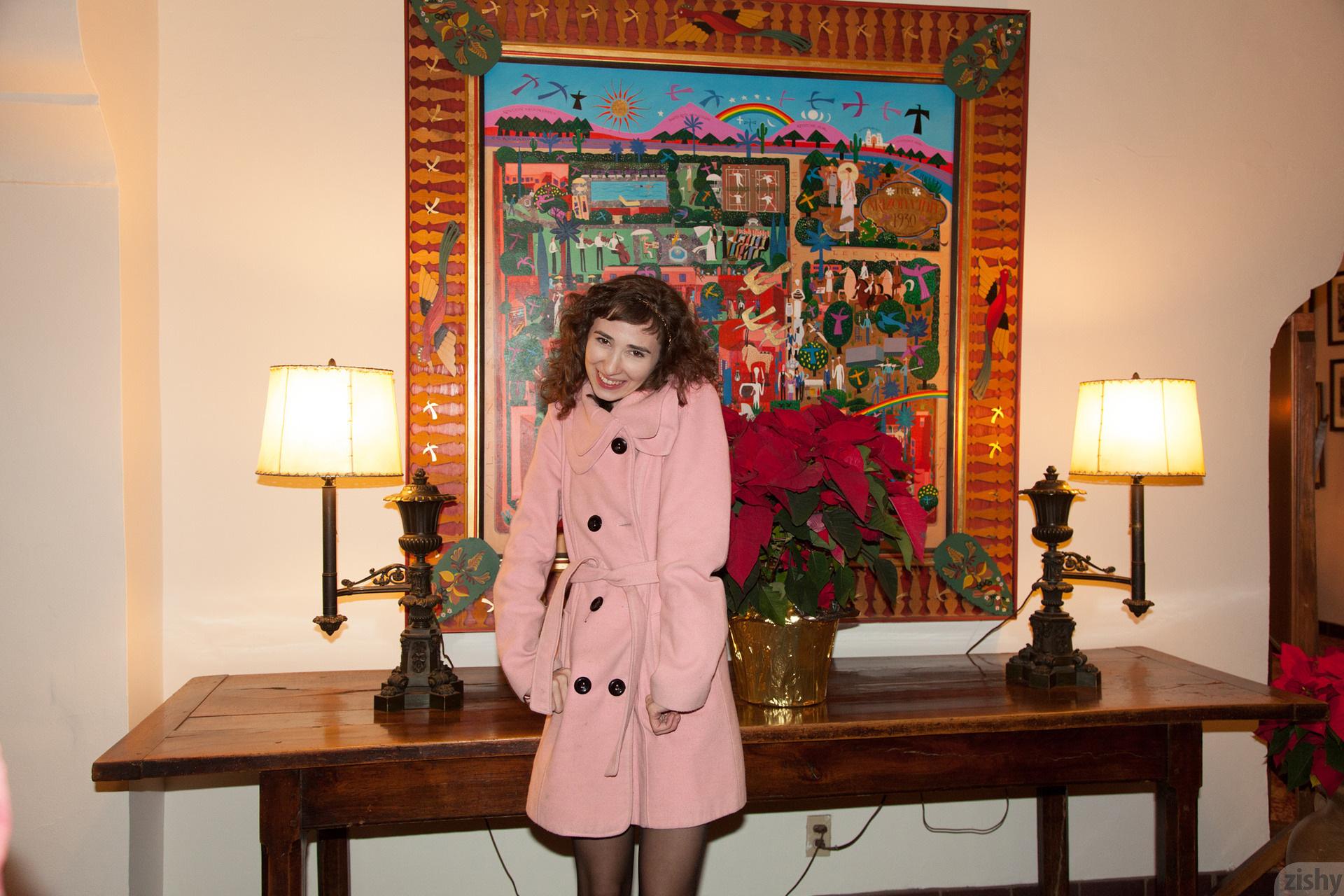 Yvette Nolot At Arizona Inn Zishy (61)