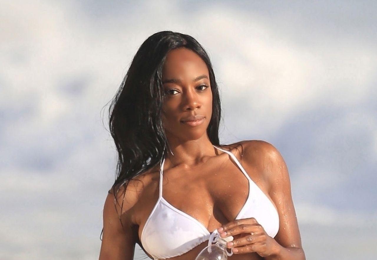 Adrianne Nina Sexy 0001