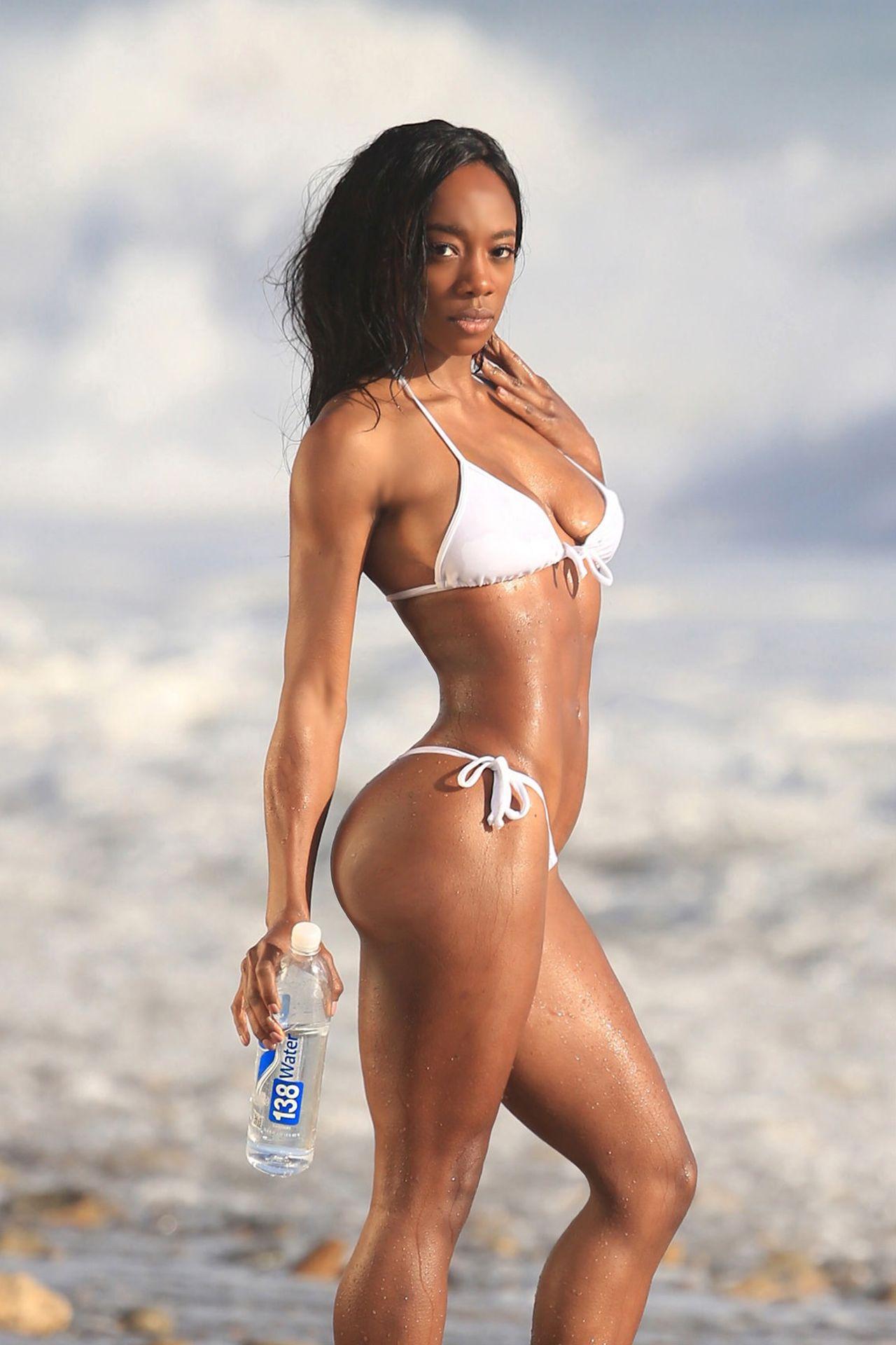 Adrianne Nina Sexy 0025