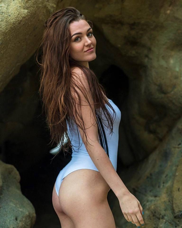 Ally Hardesty Nude & Sexy 0022