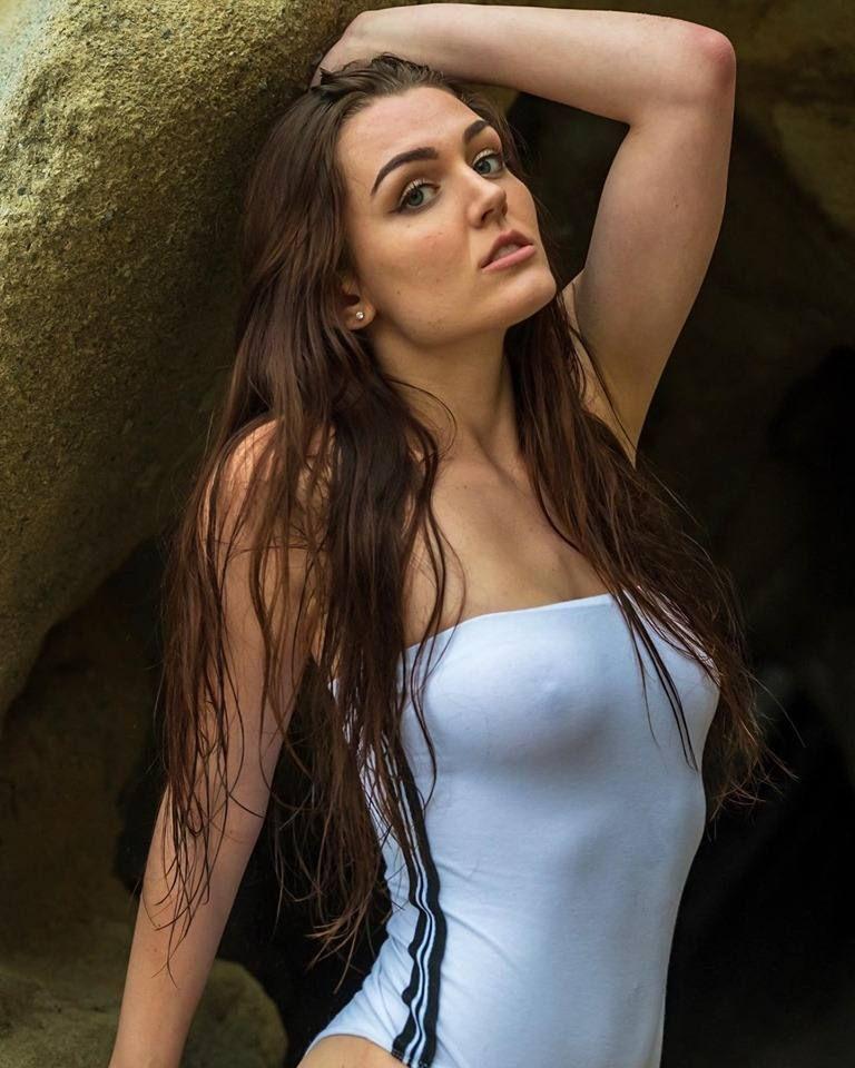 Ally Hardesty Nude & Sexy 0025