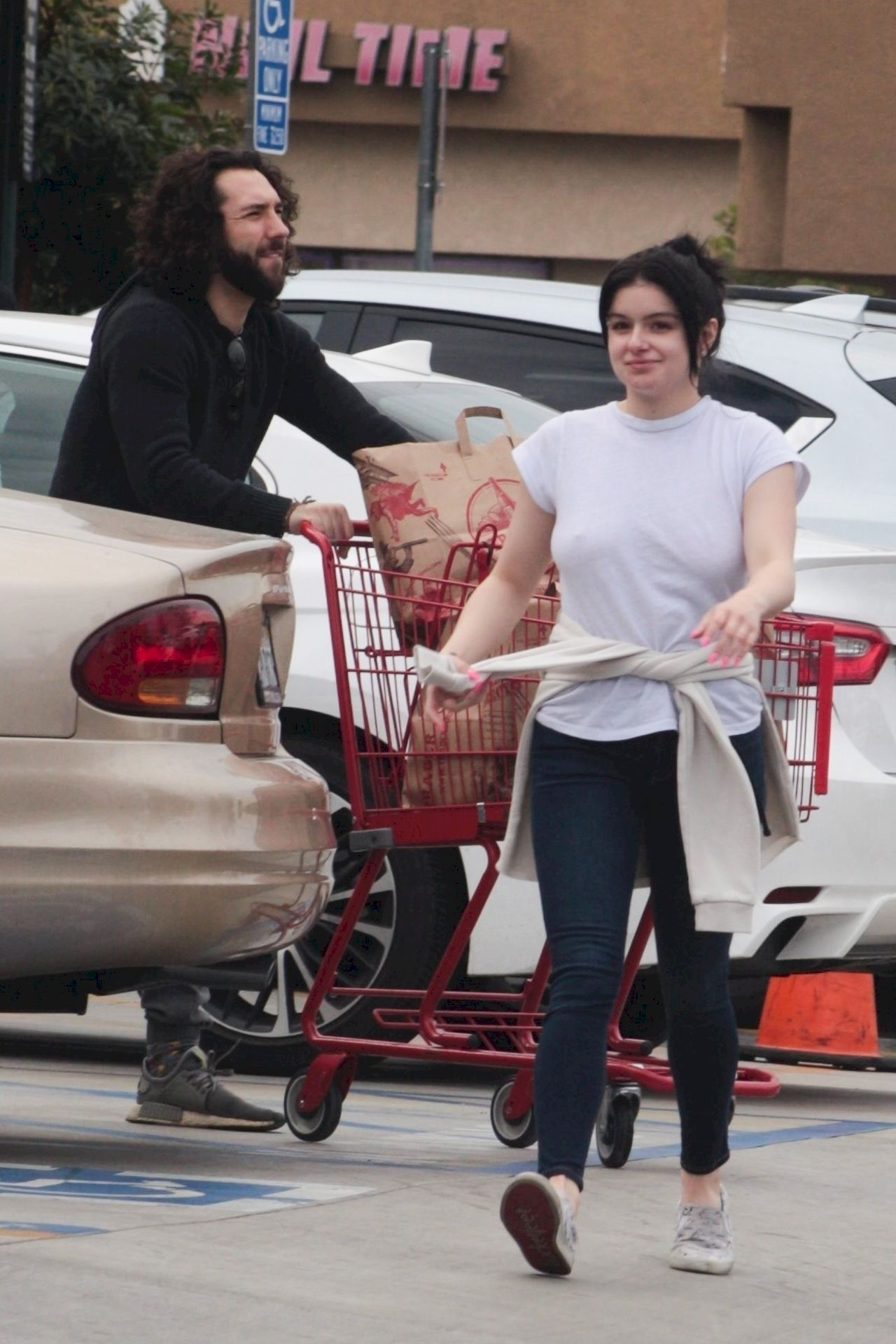 Ariel Winter Stocks Up On Cannabis And Groceries In Studio City 0045