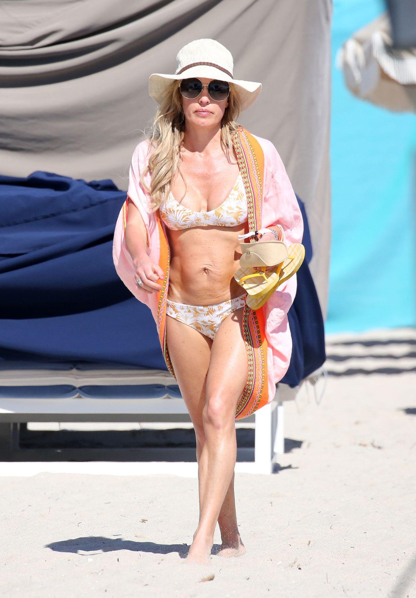 Braunwyn Windham Burke Wears A Bikini On The Beach In Miami 0003