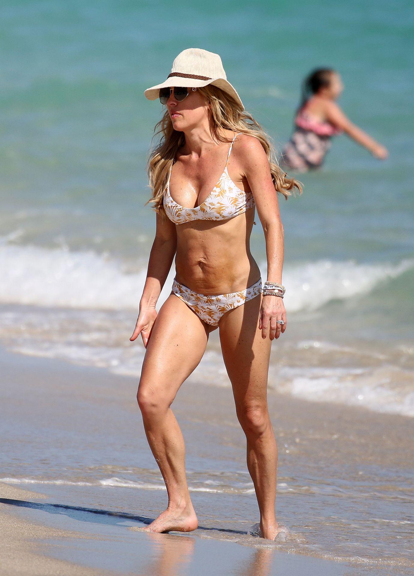 Braunwyn Windham Burke Wears A Bikini On The Beach In Miami 0004