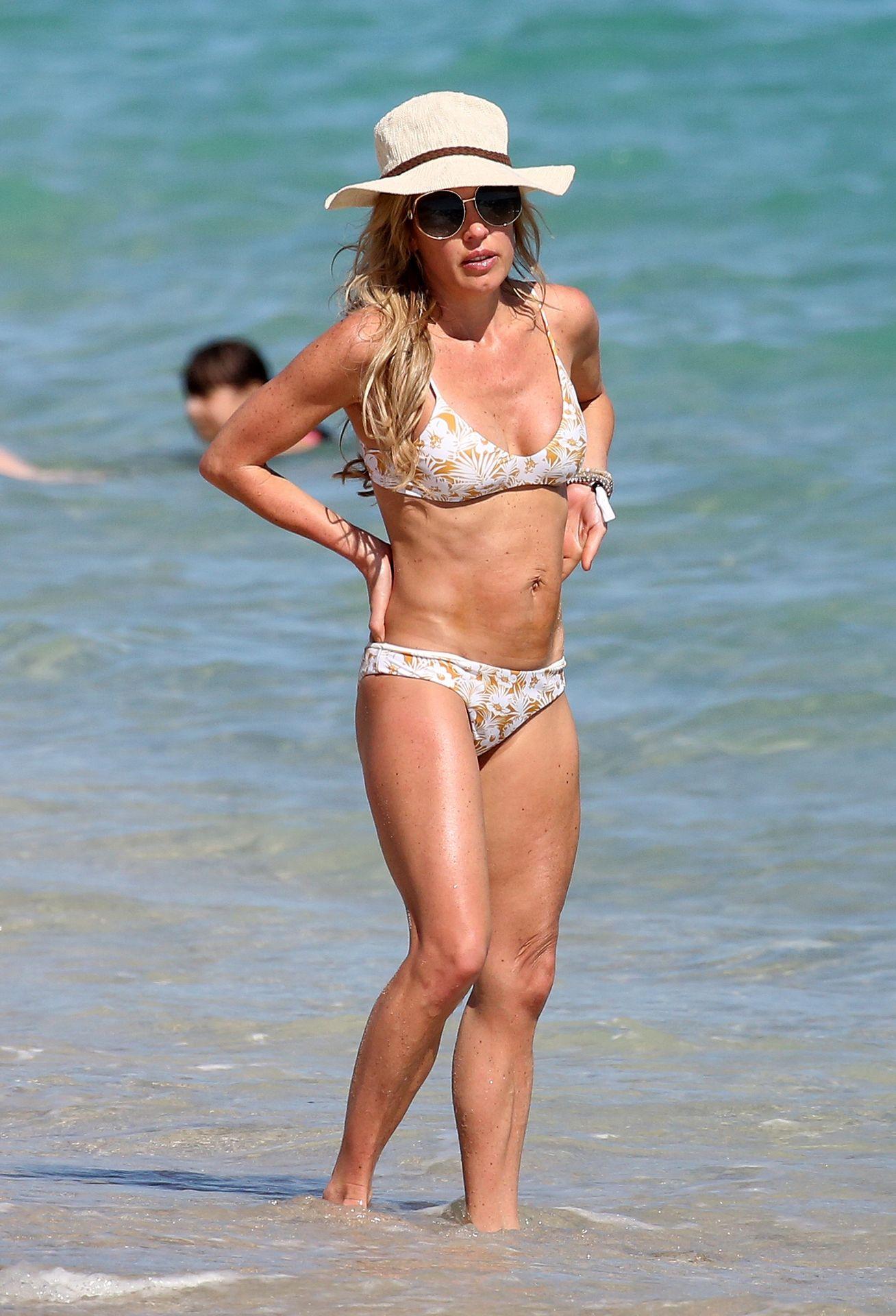 Braunwyn Windham Burke Wears A Bikini On The Beach In Miami 0019