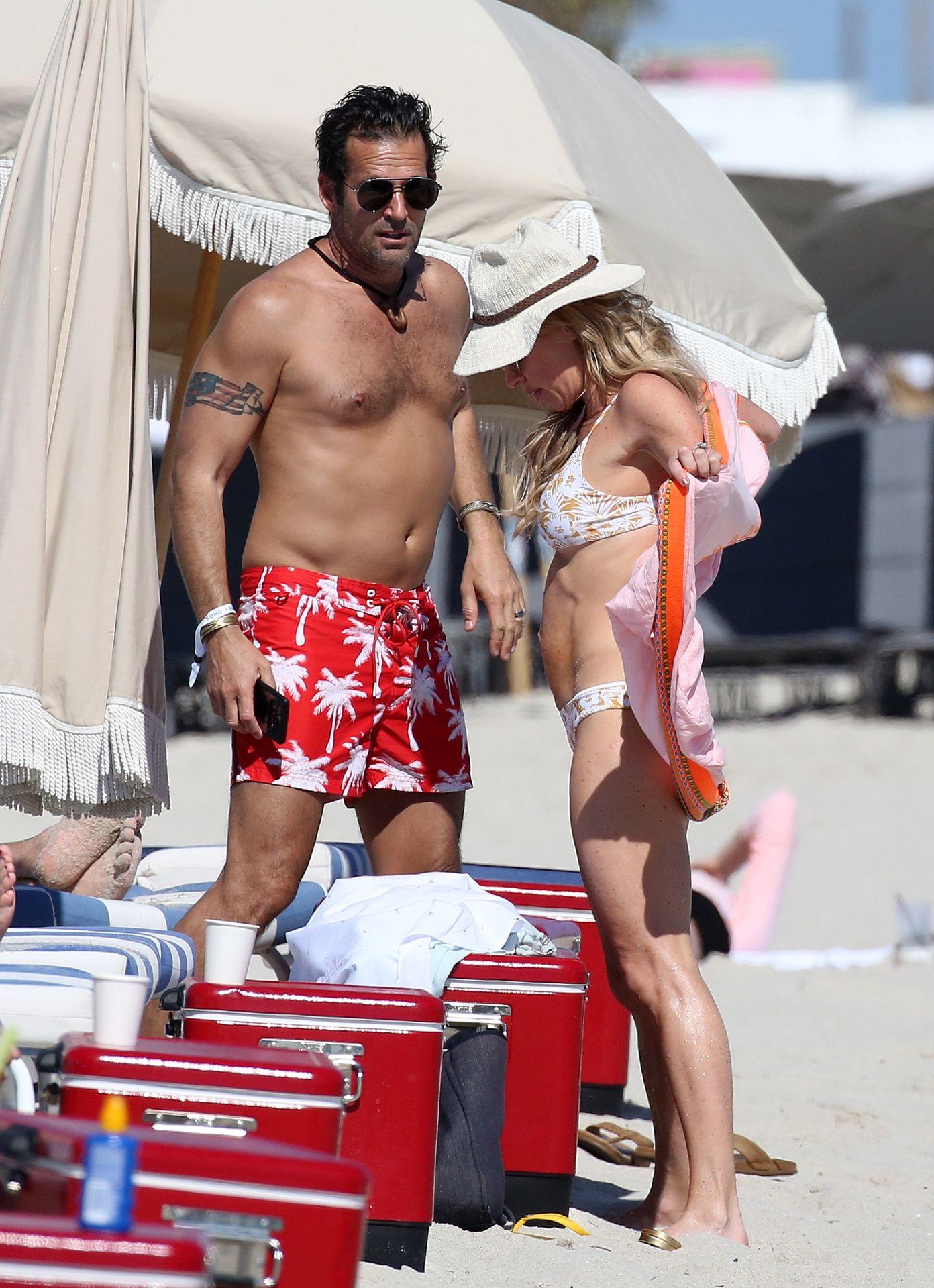 Braunwyn Windham Burke Wears A Bikini On The Beach In Miami 0021