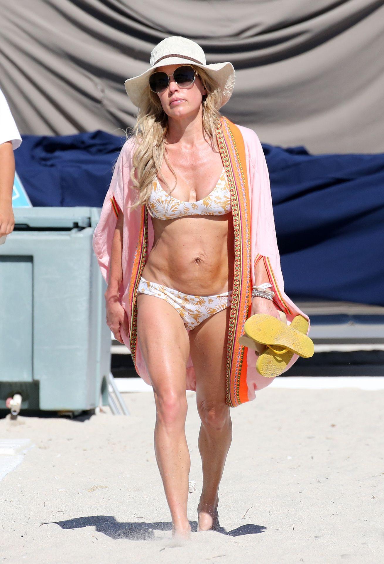 Braunwyn Windham Burke Wears A Bikini On The Beach In Miami 0026