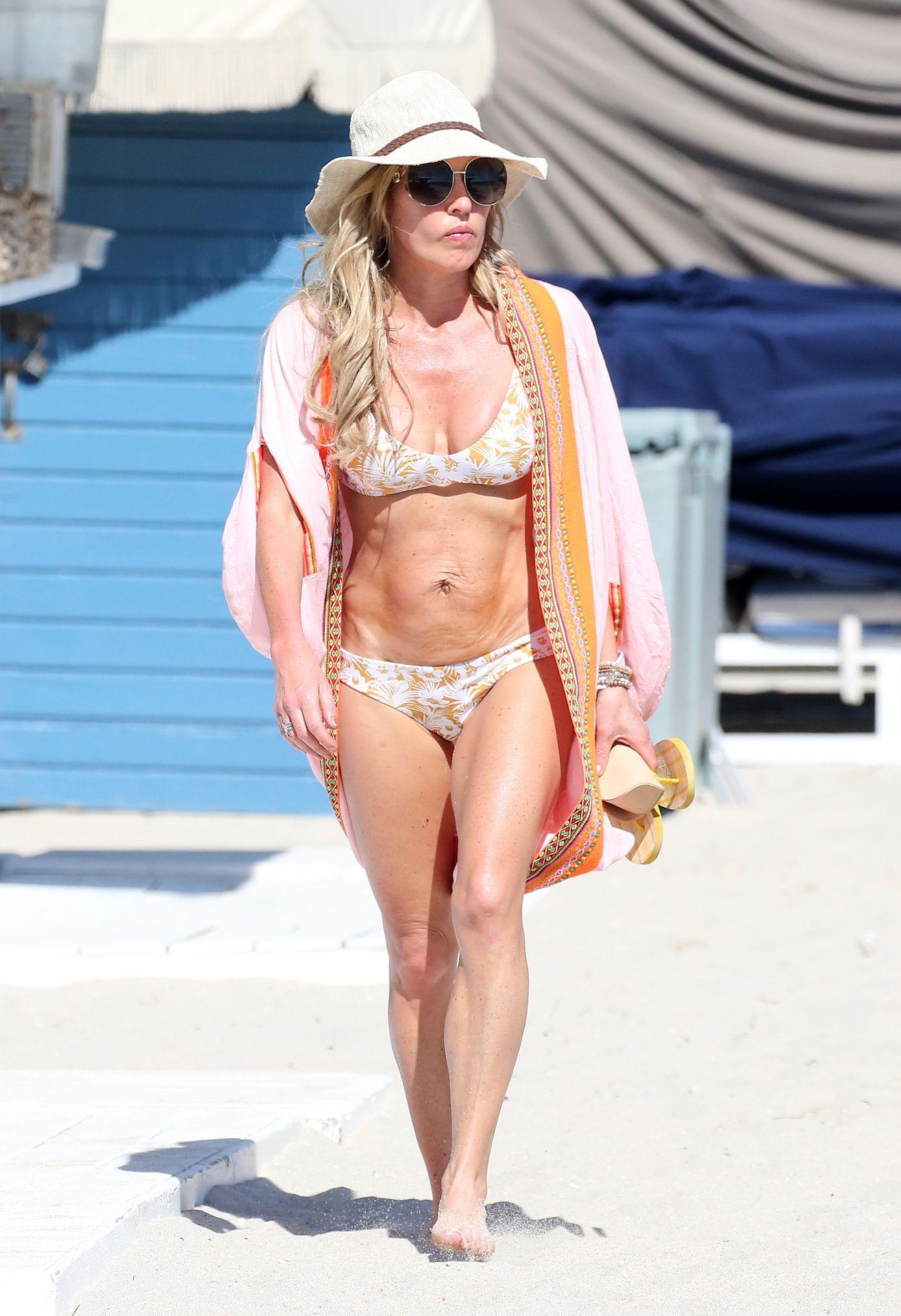 Braunwyn Windham Burke Wears A Bikini On The Beach In Miami 0027