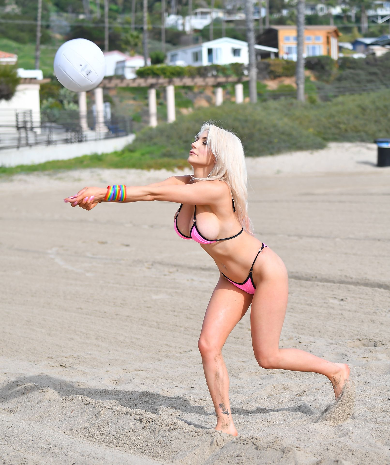 Busty Courtney Stodden Poses On The Beach In Santa Monica 0017