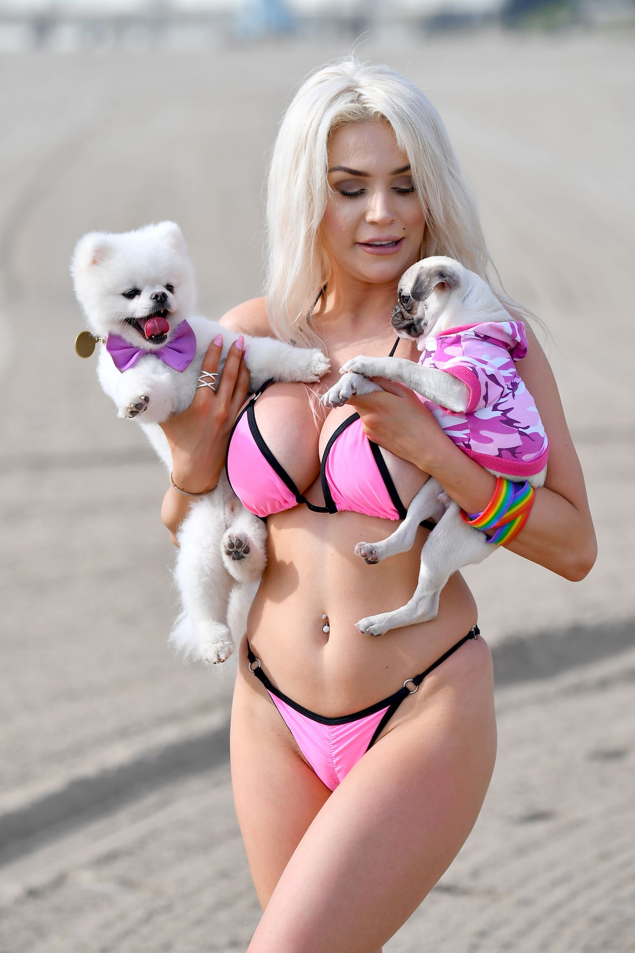 Busty Courtney Stodden Poses On The Beach In Santa Monica 0020