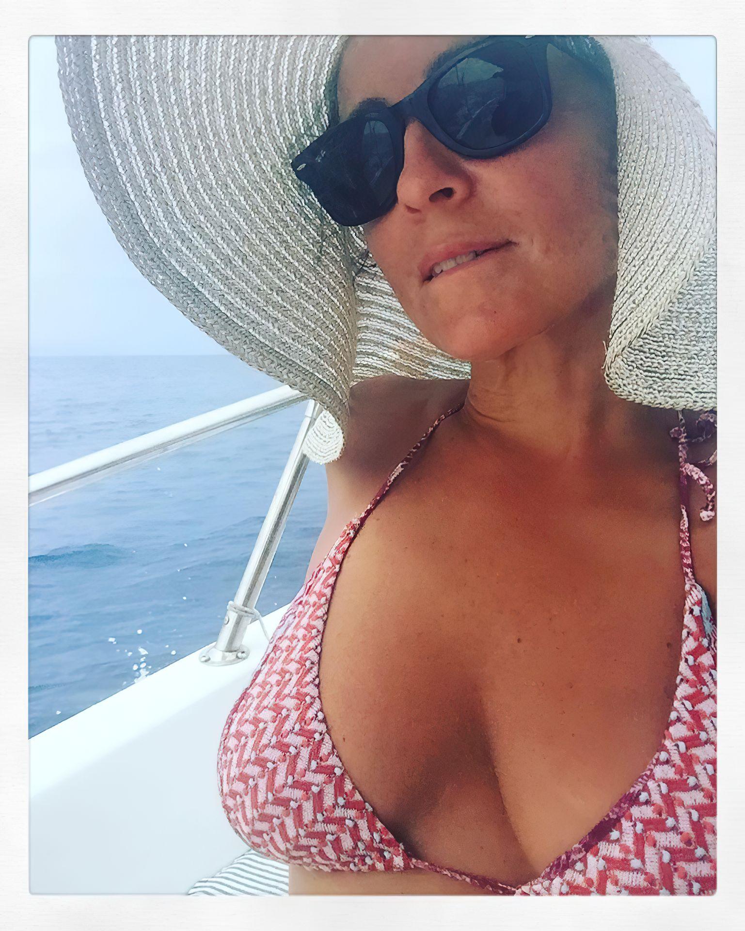 Camila Raznovich Nude & Sexy 0003